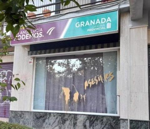 Podemos denuncia las nuevas pintadas amenazantes de la sede de Granada
