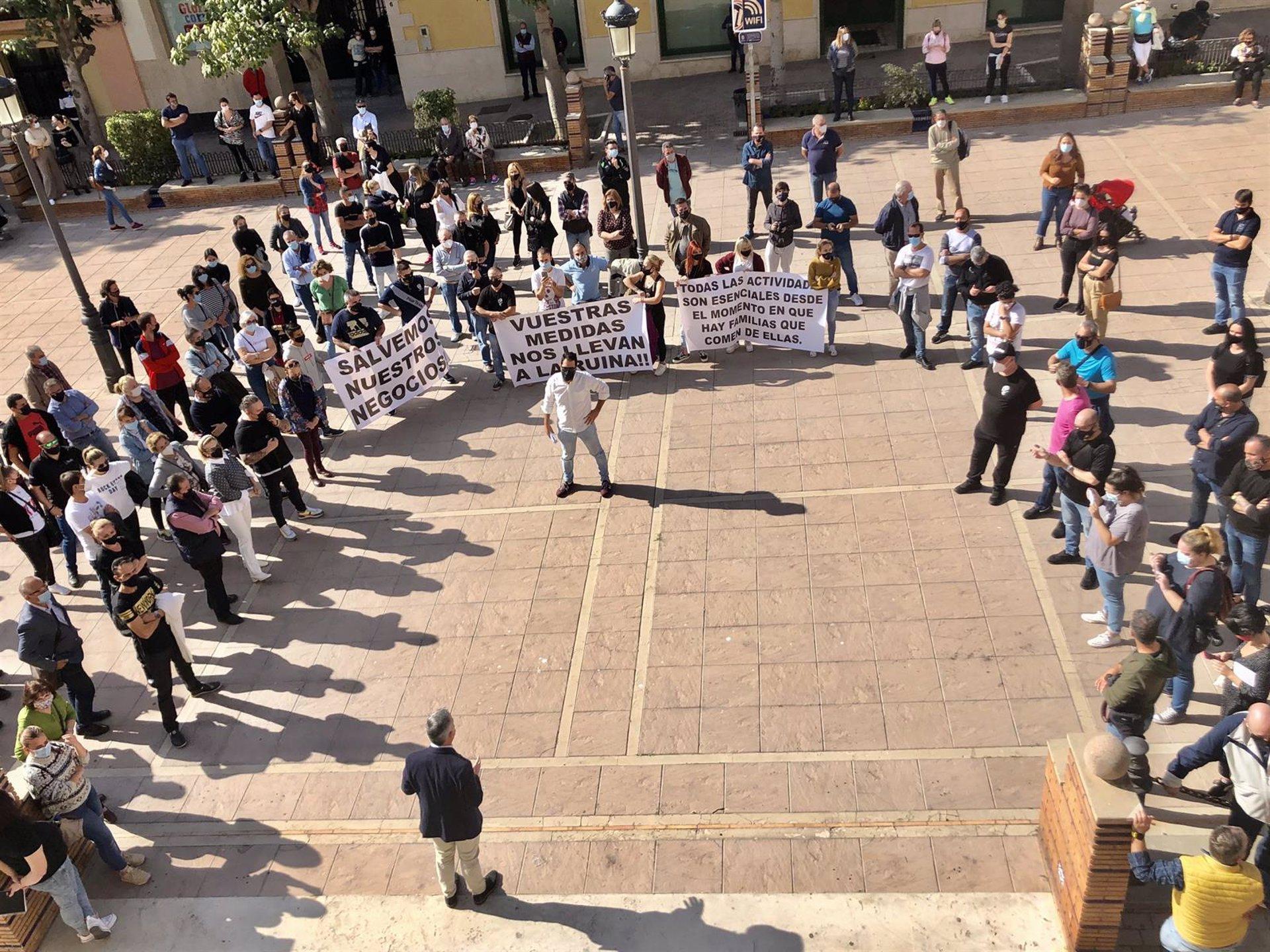 Autónomos de Motril protestan por el cierre de actividad no esencial