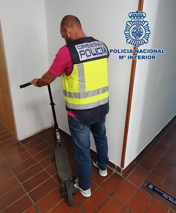 La policía identifica al autor del robo de un patinete eléctrico