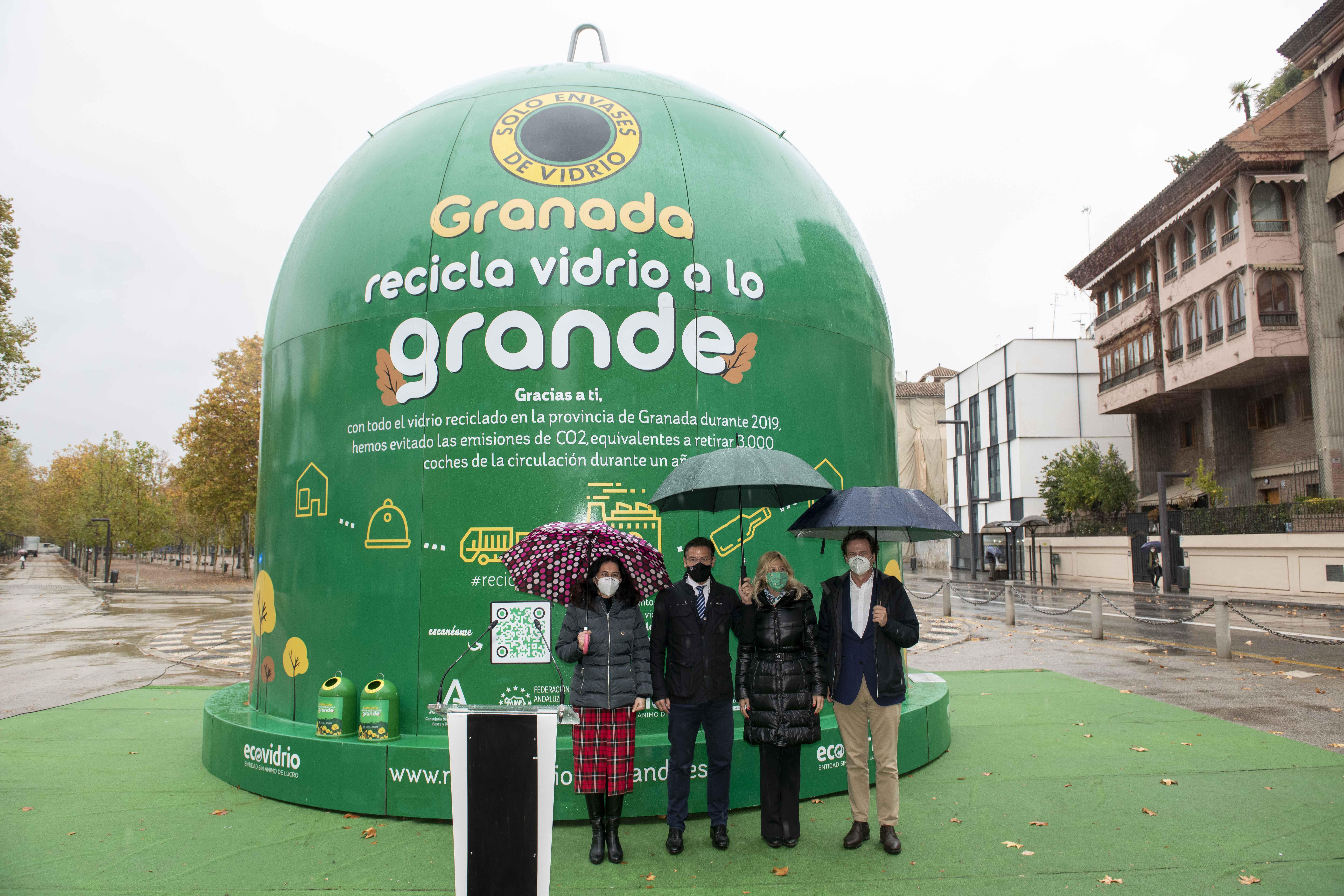 La campaña 'Andalucía recicla vidrio a lo grande' busca concienciar sobre la importancia de reciclar los envases de vidrio