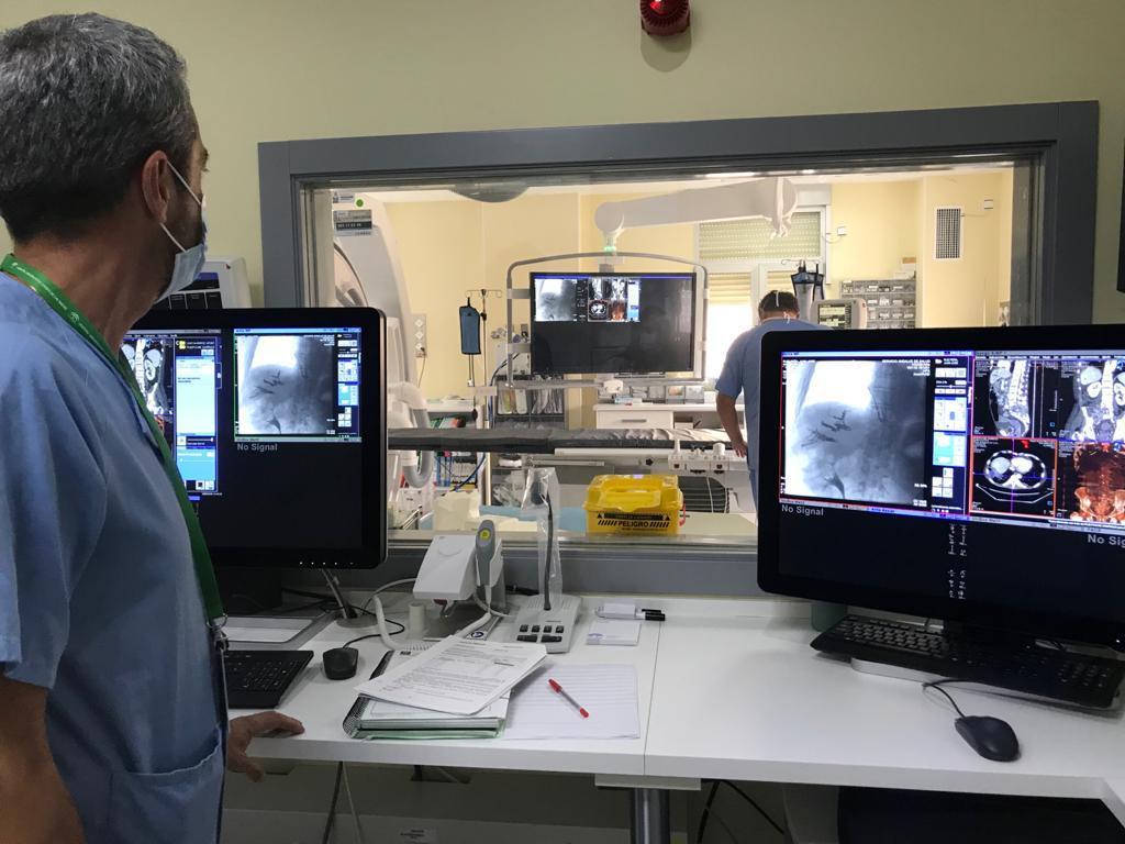 El Hospital Virgen de las Nieves renueva tecnología para tratamientos intervencionistas guiados por radiología