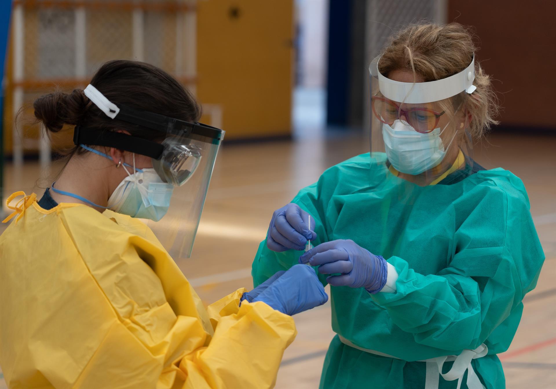 Continúa a la baja el nivel de contagios y presión hospitalaria