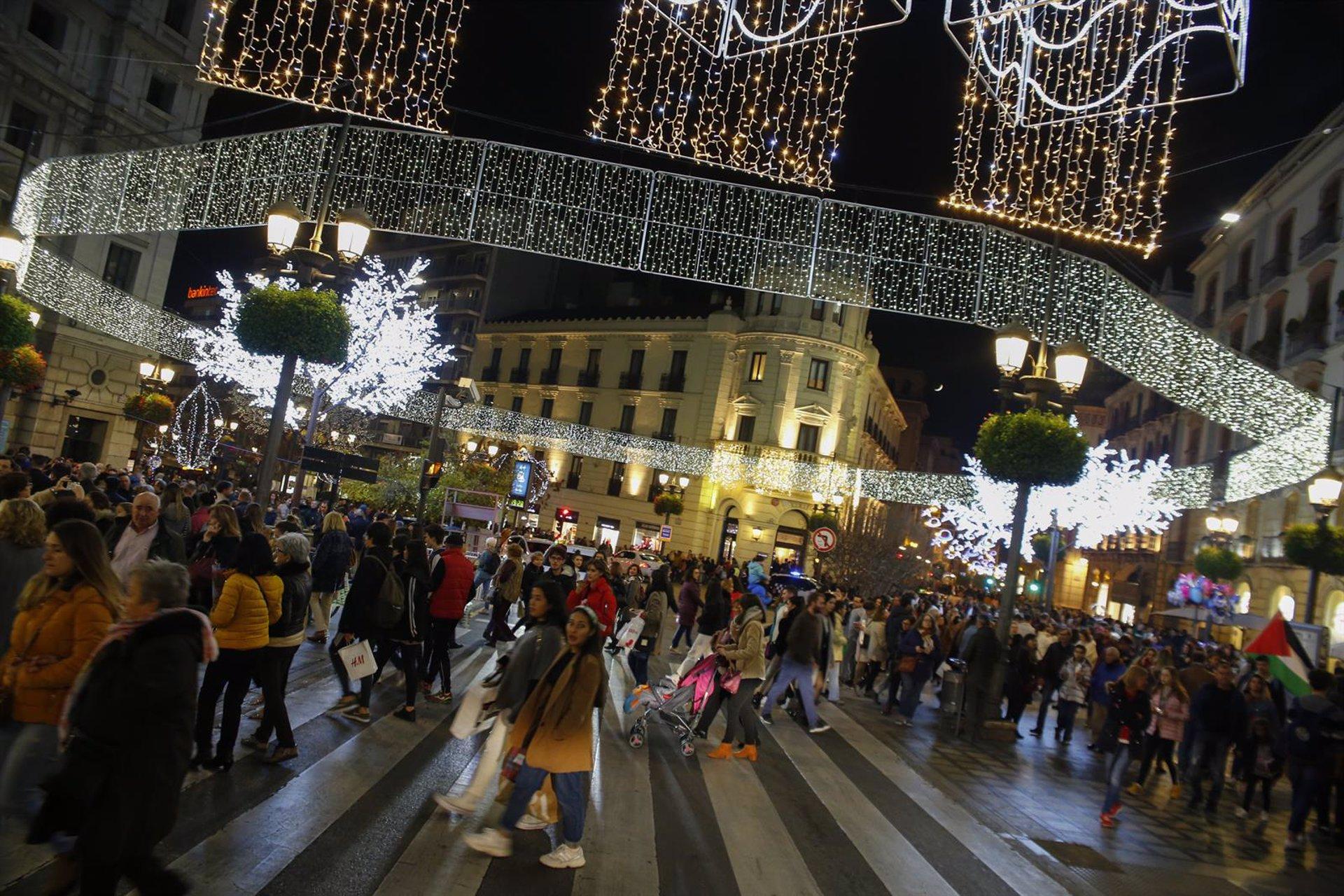 La capital encenderá el lunes el alumbrado navideño en horario adaptado a la situación sanitaria