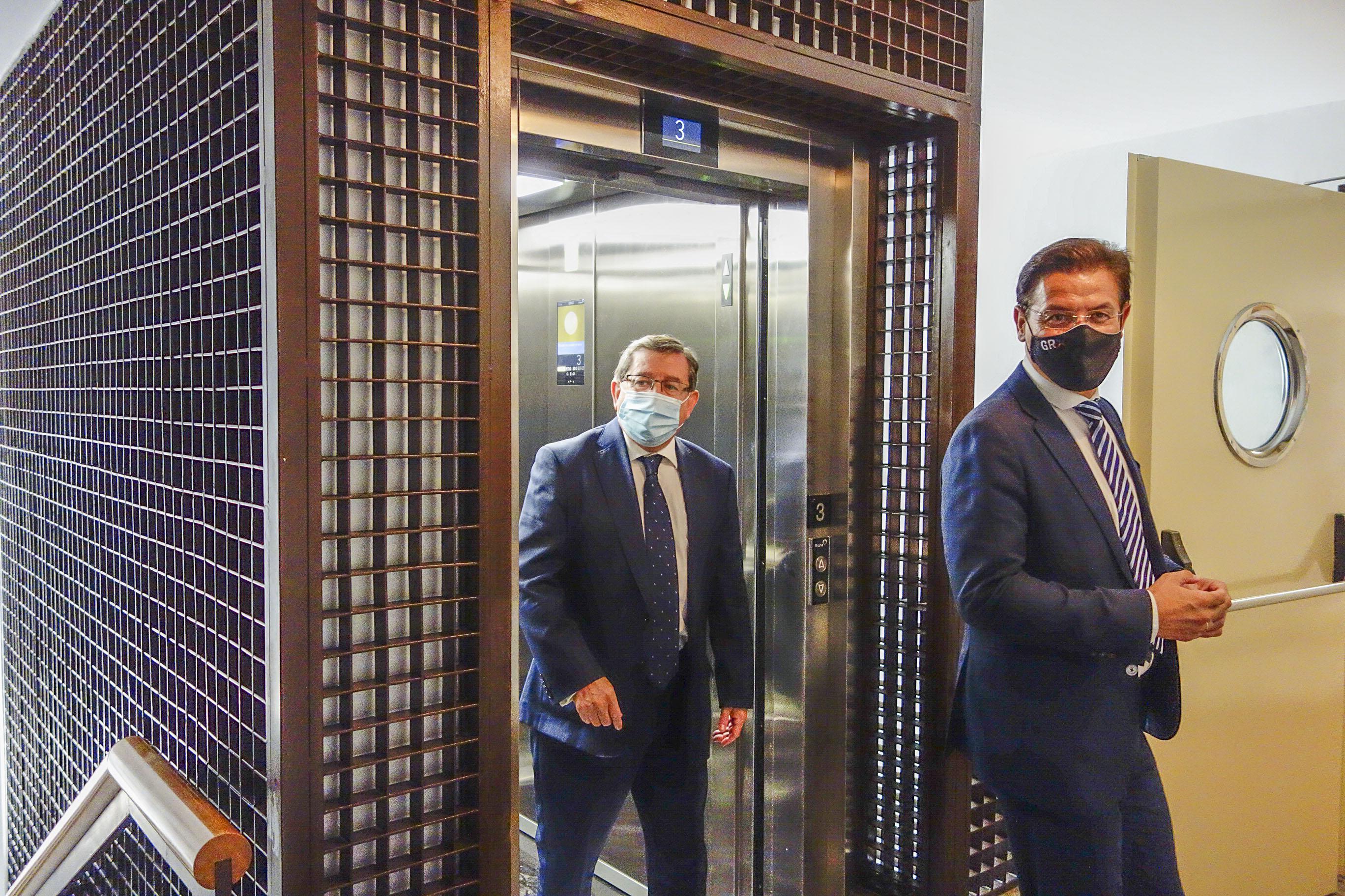 El Ayuntamiento pone en marcha el ascensor tras 3 años averiado