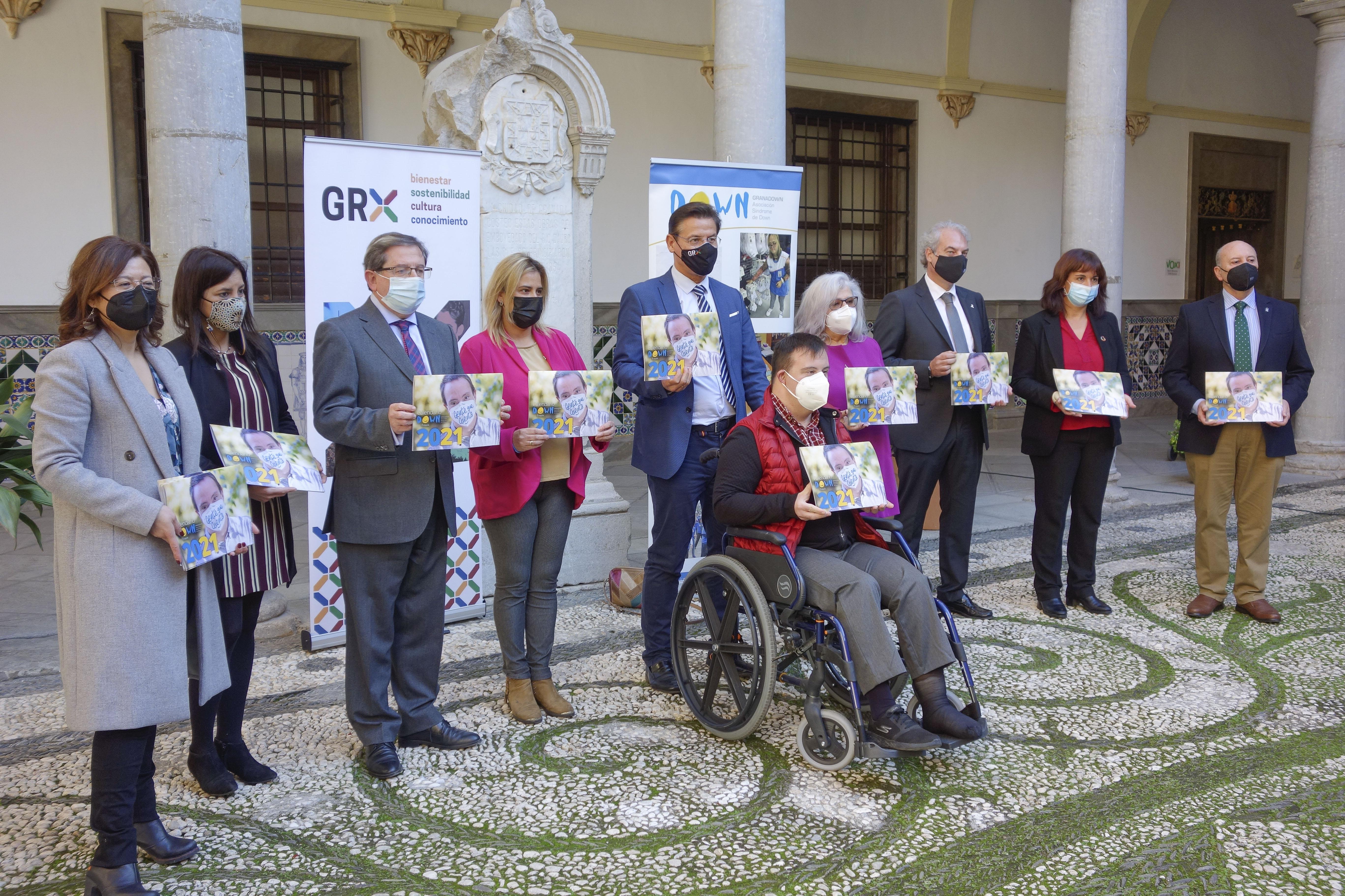 El calendario solidario GranaDown estará dedicado en 2021 a las profesiones esenciales