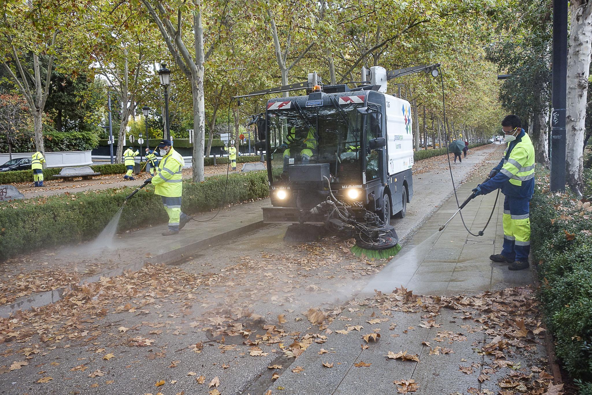 El ayuntamiento refuerza el trabajo de limpieza para recoger las hojas