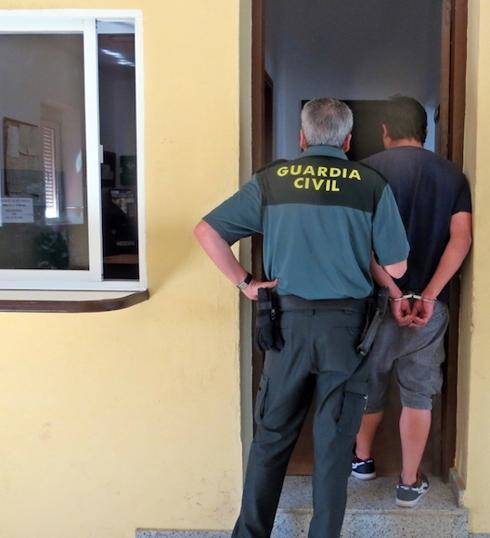 La Guardia Civil detuvo a 33 personas en busca y captura en noviembre