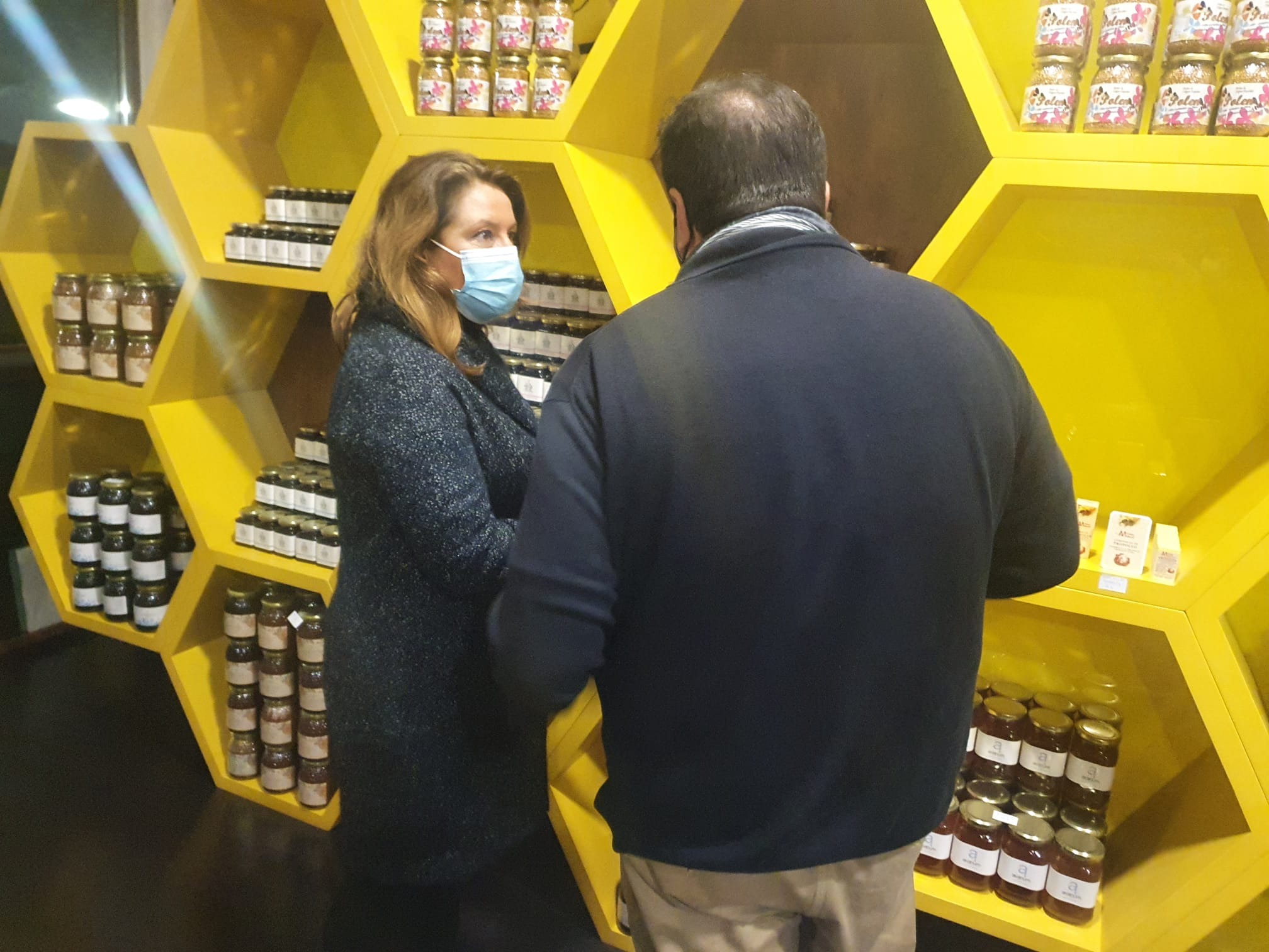 La consejera de Agricultura anuncia 9,4 M€ en ayudas al sector andaluz de la miel en 2021