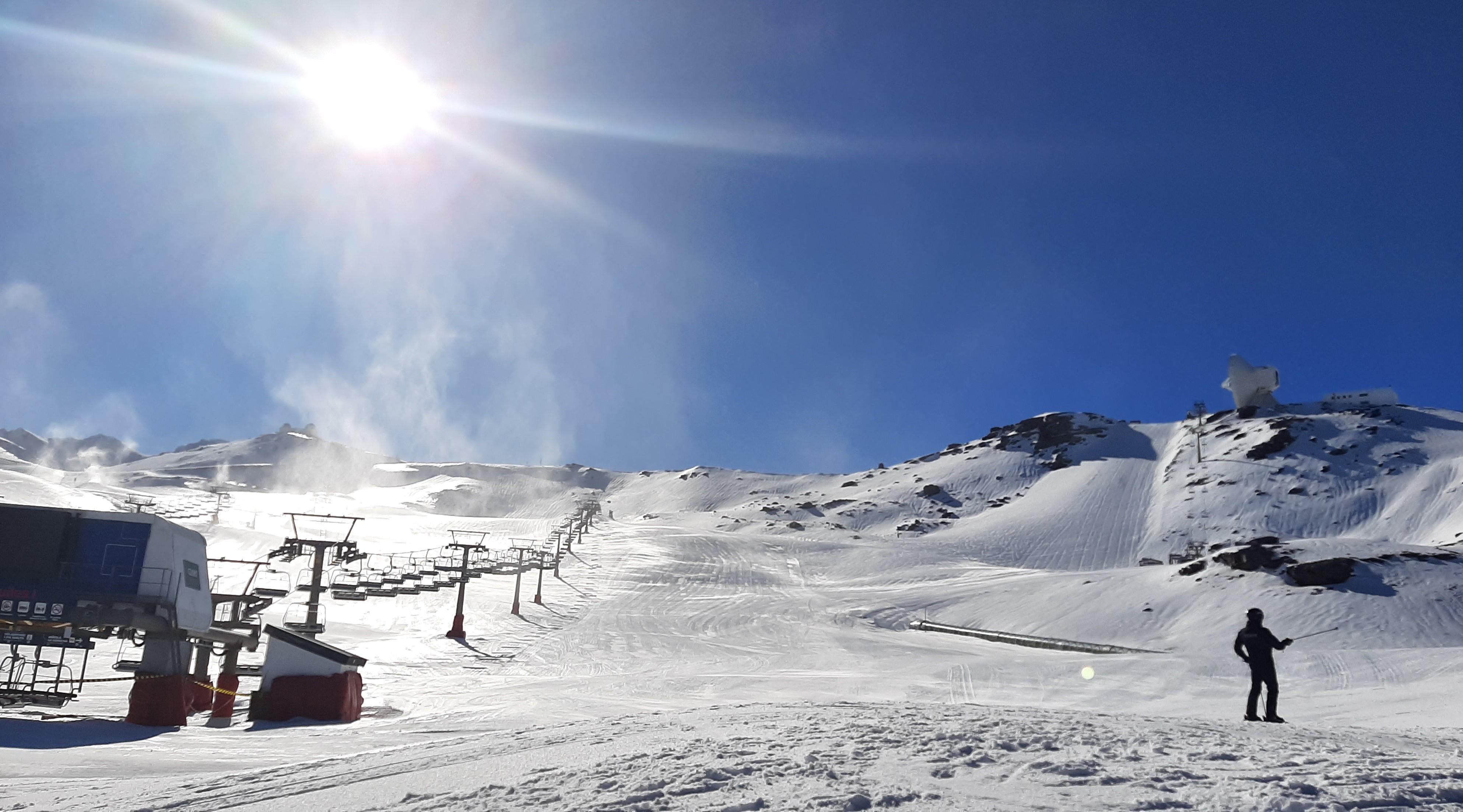 Sierra Nevada estrena la temporada con 30 kilómetros esquiables
