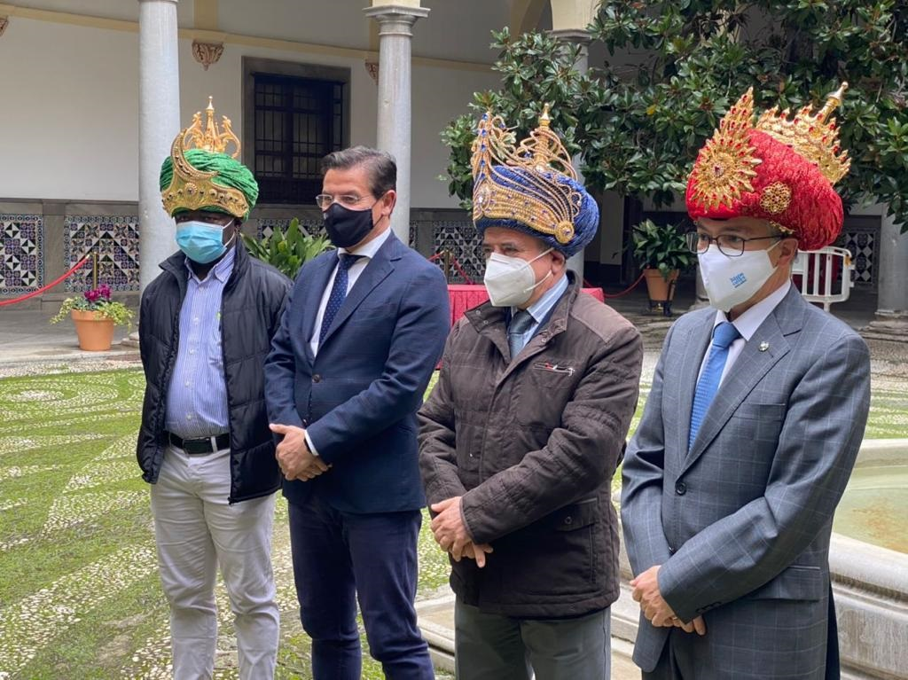 Los Reyes Magos recorrerán mañana Granada en un bus descapotable