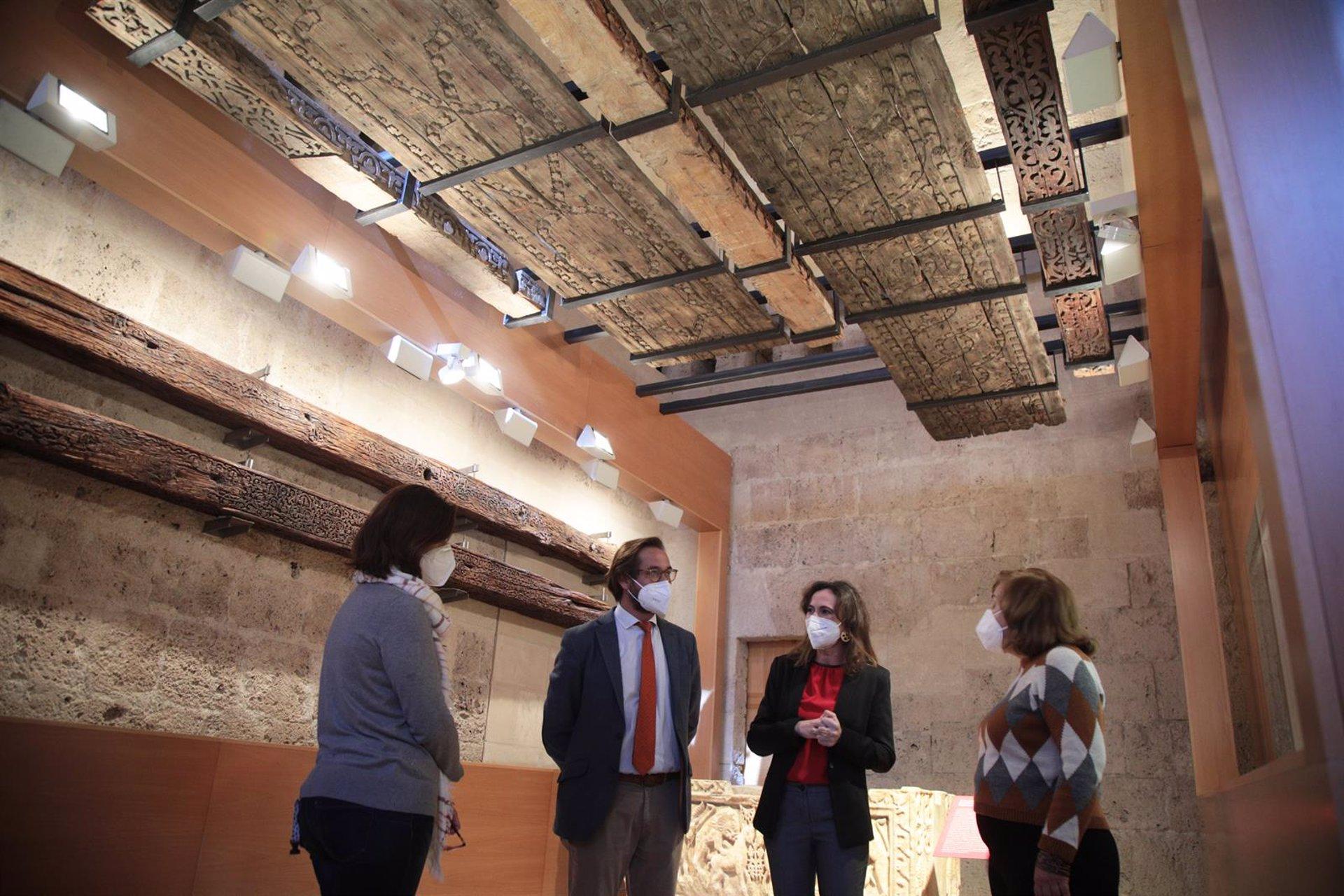 El Museo de la Alhambra exhibe cinco piezas del alfarje de la Mezquita de Córdoba