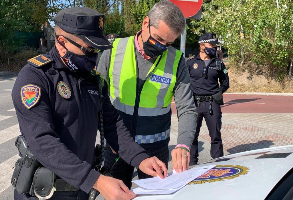 Más de 120 policía locales vigilarán durante el puente que se cumplen las medidas sanitarias