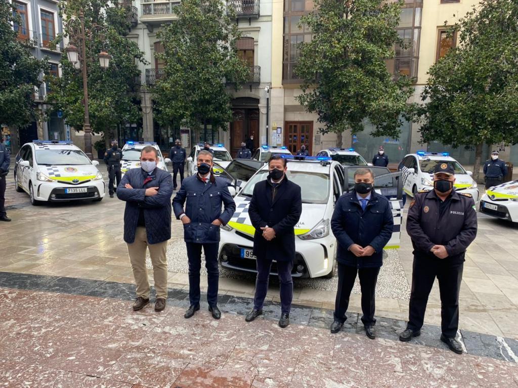 Doce nuevos vehículos híbridos se suman a la flota de la policía local