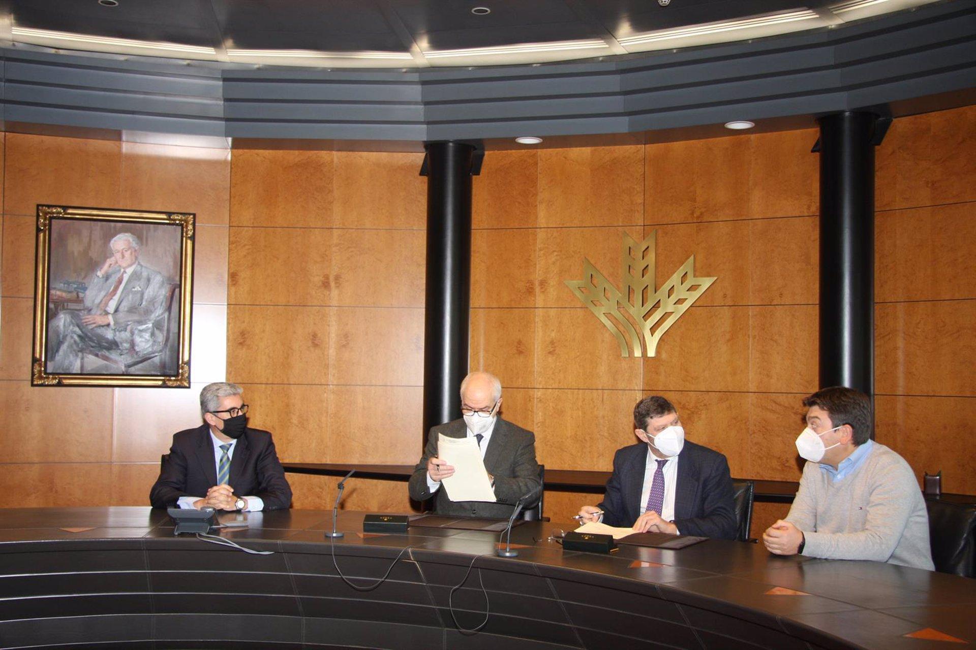 Caja Rural firma un convenio con la Confederación Española de Centros de Enseñanza
