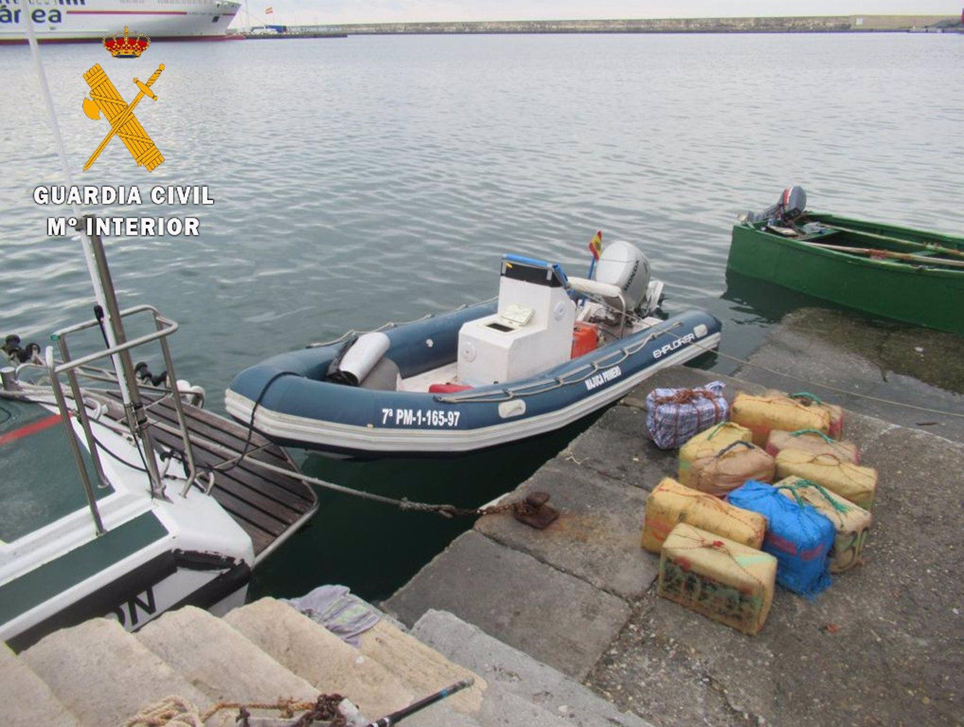 Interceptada una embarcación con 360 kilos de hachís frente al sur del cabo Sacratif