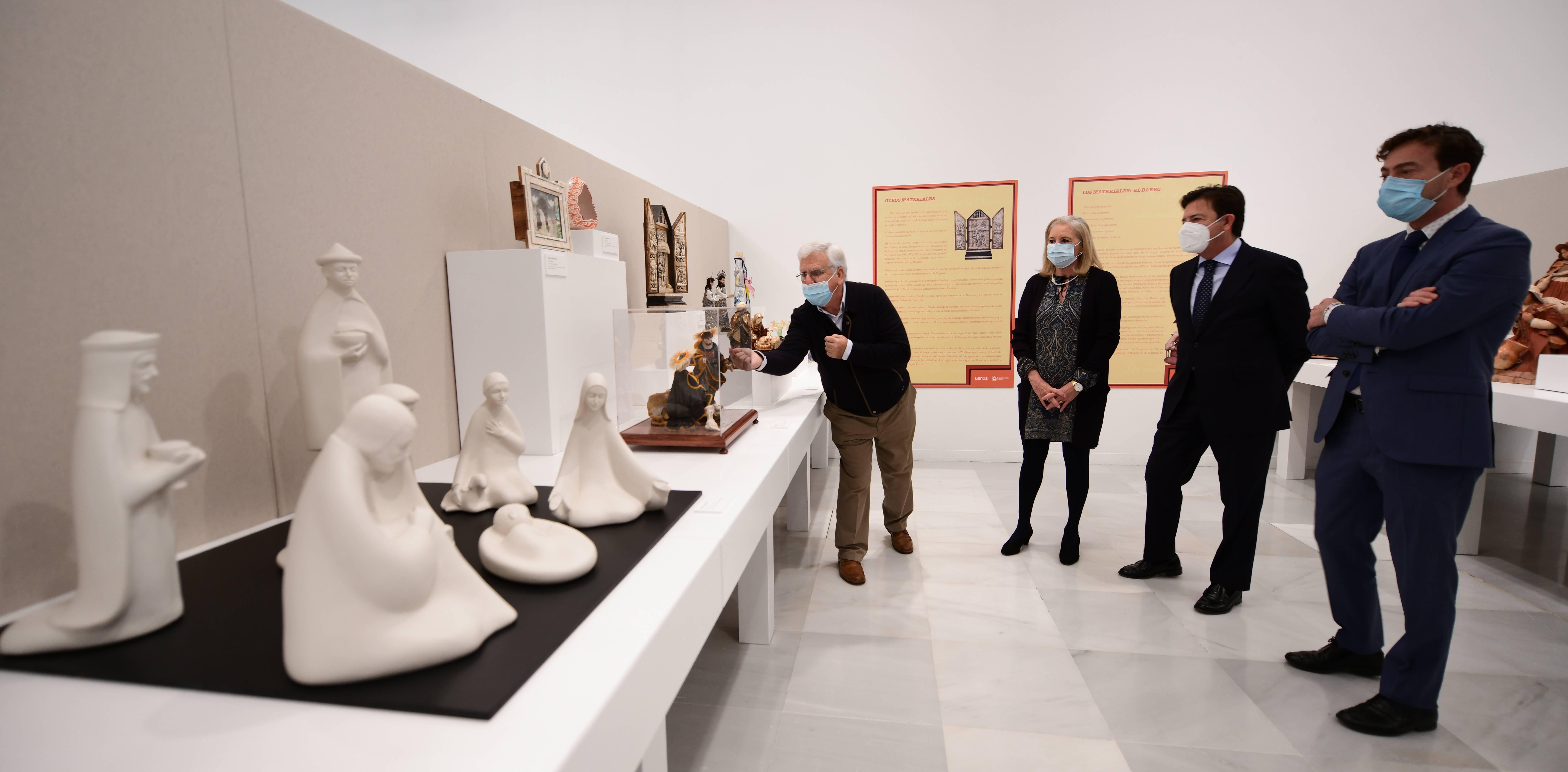 Inaugurada la exposición «Noches de Luz» de arte belenista internacional en el Centro Cultural CajaGranada