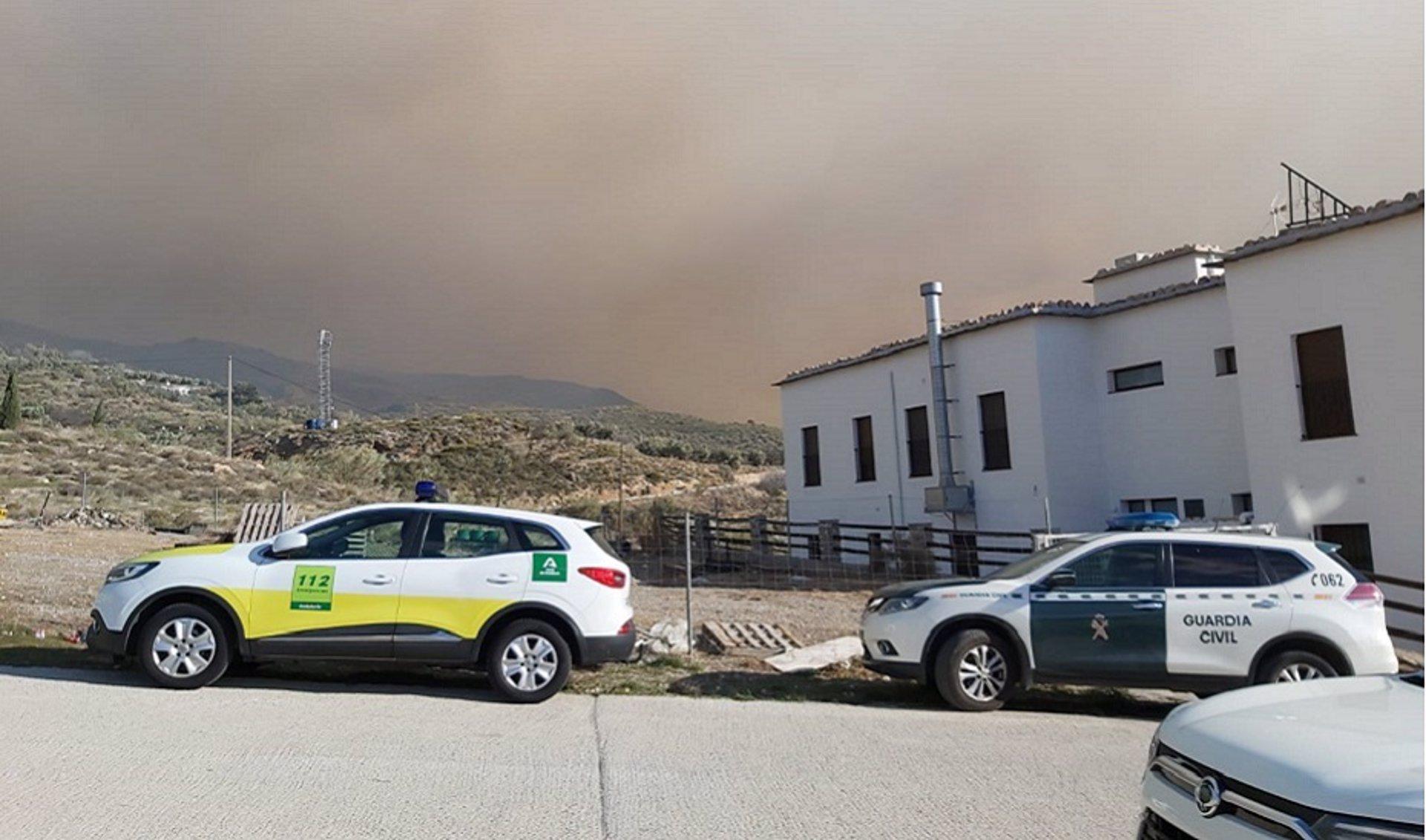 Autorizan el regreso de los usuarios de la residencia evacuada por el incendio forestal de Almegíjar