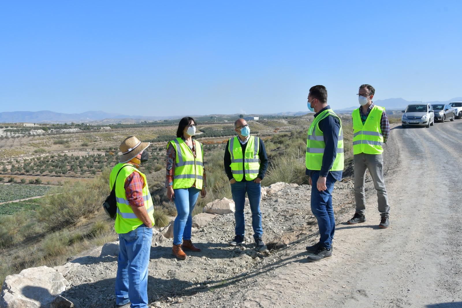 La Junta supervisa las obras de acondicionamiento del camino rural Cortes de Baza – Cuevas del negro – Canal de Jabalcón en Benamaurel