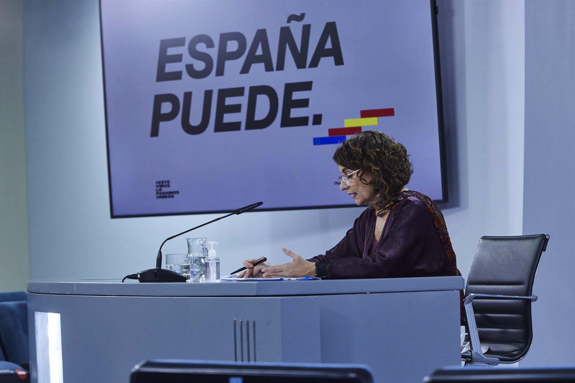 Mª Jesús Montero asegura que al Gobierno no le «consta ninguna actuación» sobre traslado de inmigrantes