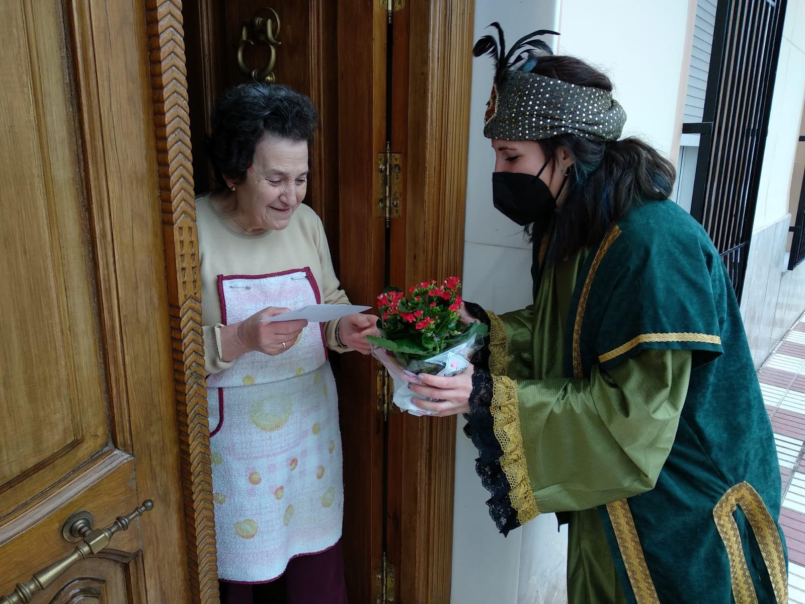 Huétor Tájar reparte la magia de la Navidad a domicilio con su particular 'Hay una carta para ti'
