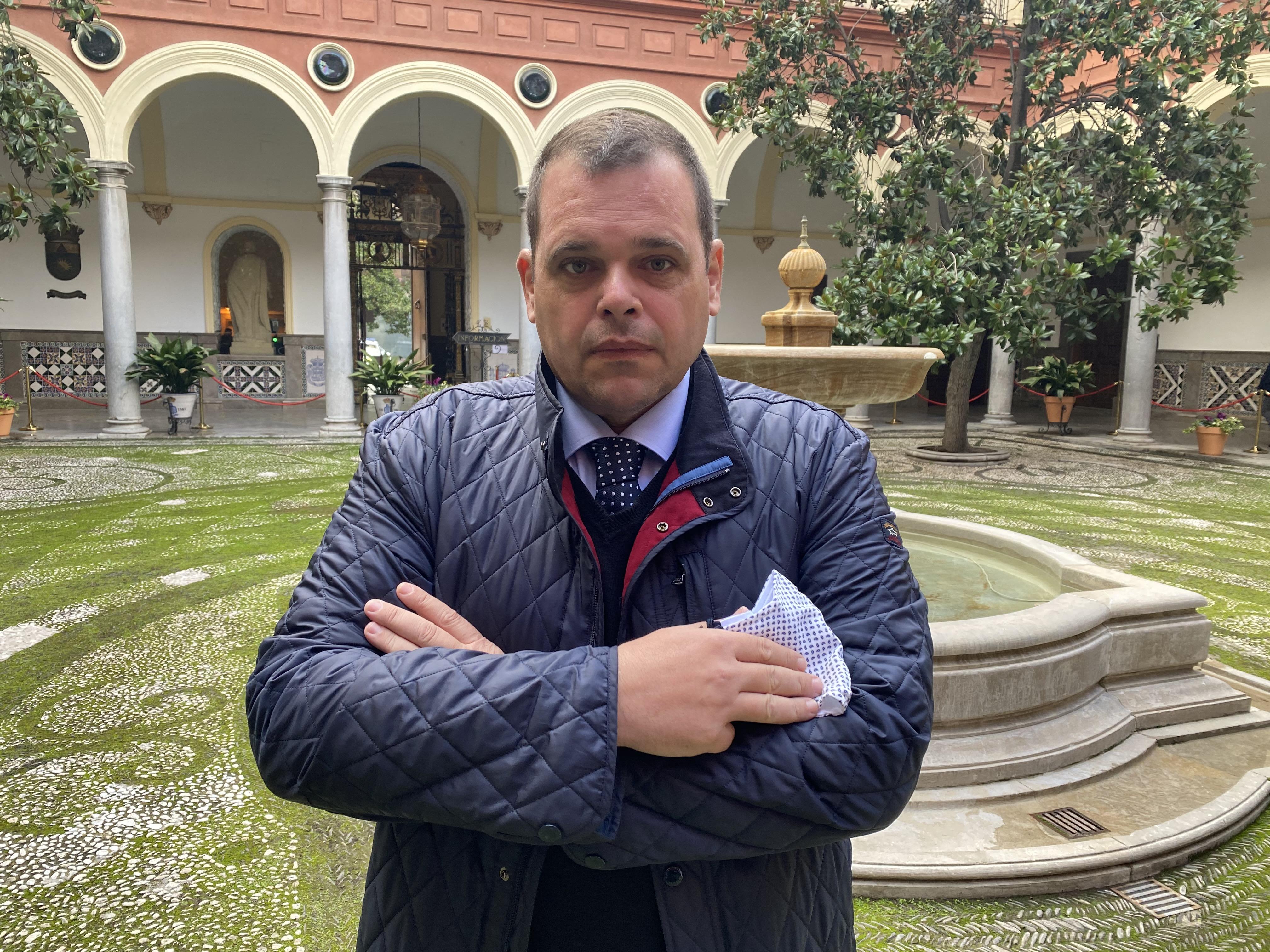 VOX exige a Salvador dedicarse en exclusiva al gobierno de la ciudad