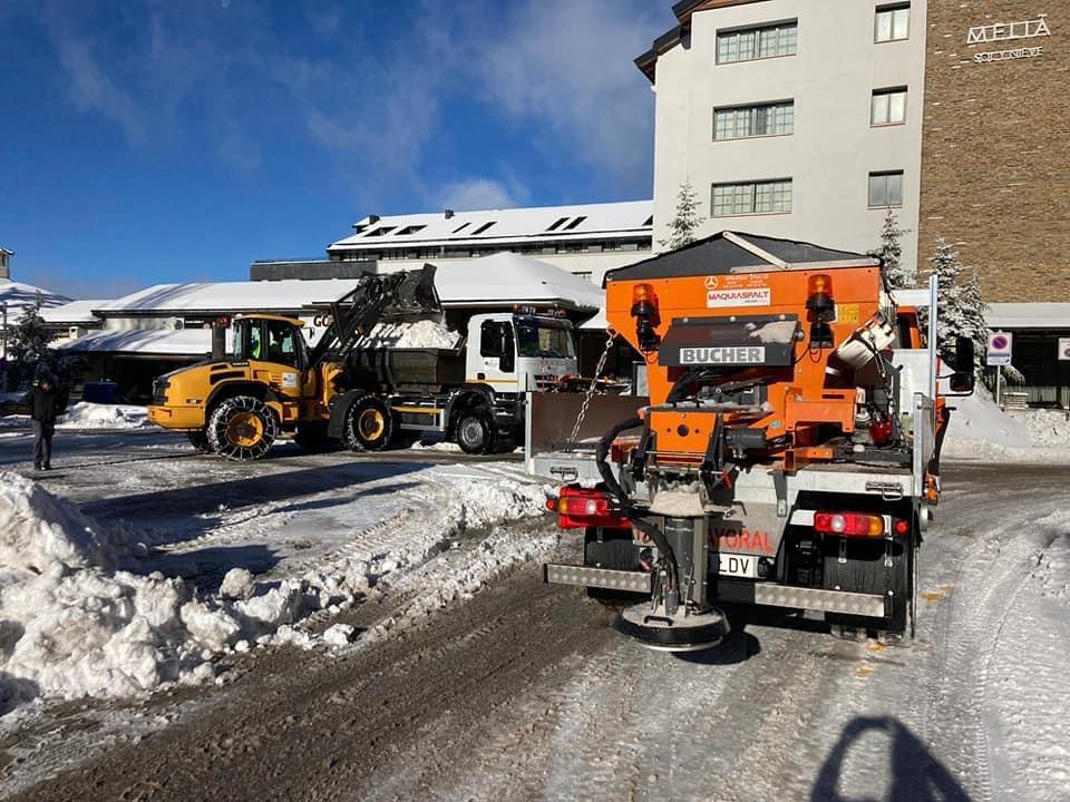 Monachil refuerza la vigilancia y la limpieza de nieve en Sierra Nevada ante la posible apertura