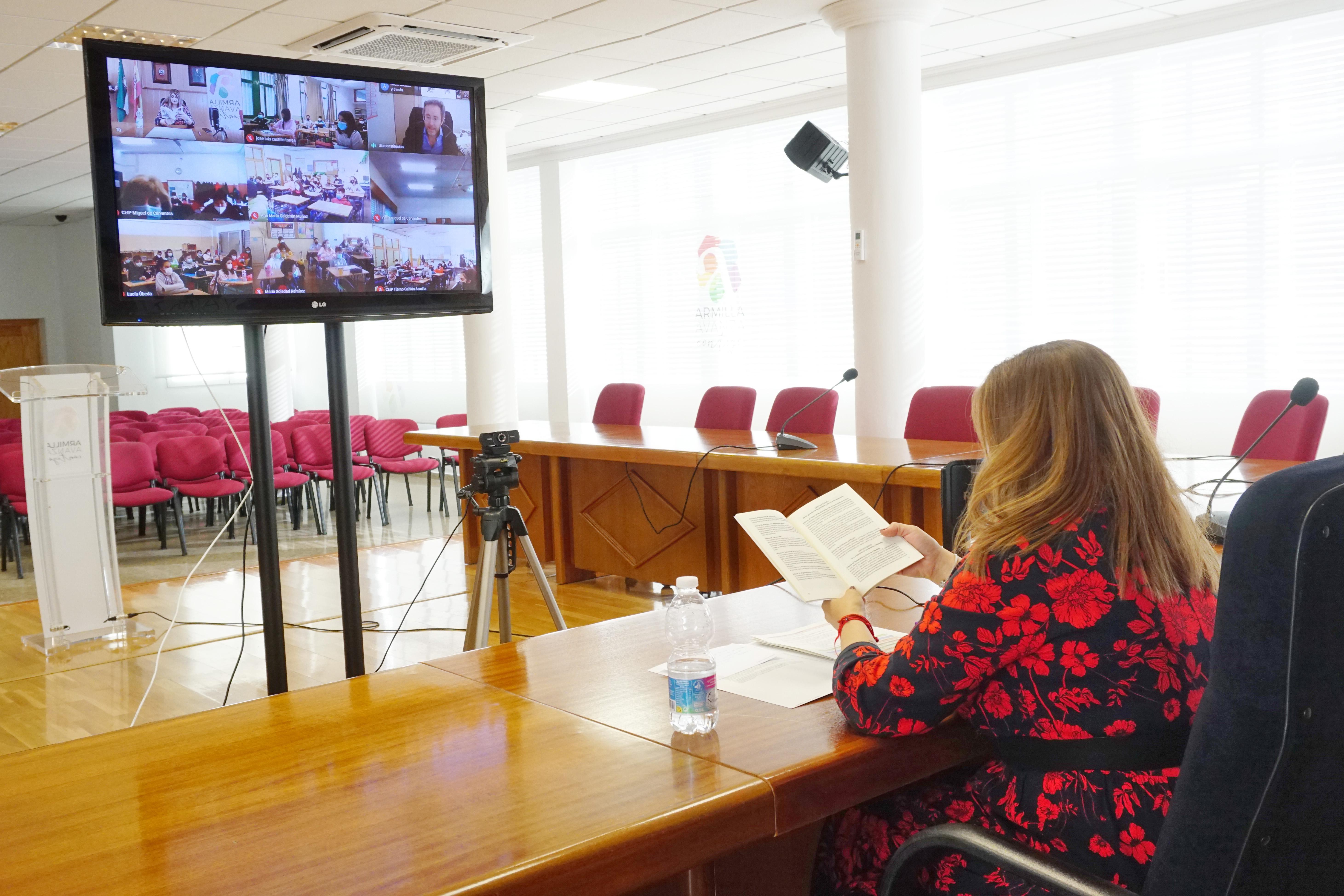 225 escolares de Armilla conocen la Constitución mediante una charla por videoconferencia