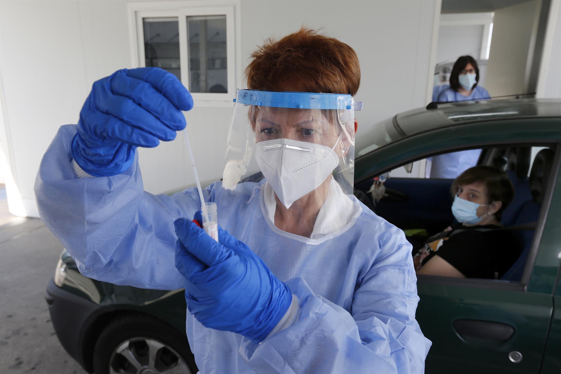 El SAS envía más de medio millón de SMS a pacientes con los resultados de PCR y test de antígenos negativos