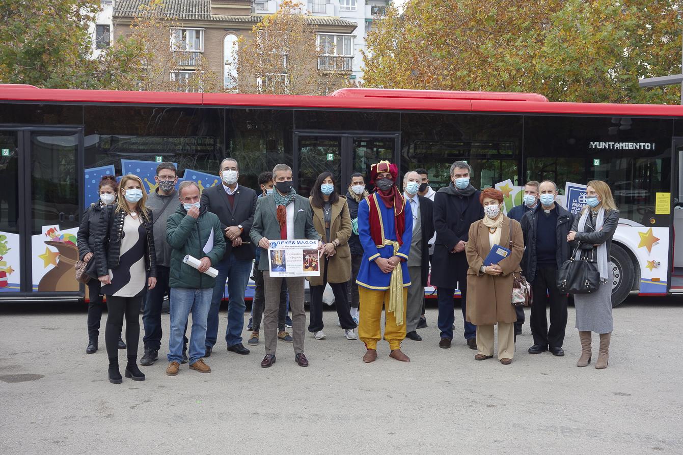 Rober y Ayuntamiento ponen en marcha la iniciativa «Magic Bus» para recoger juguetes