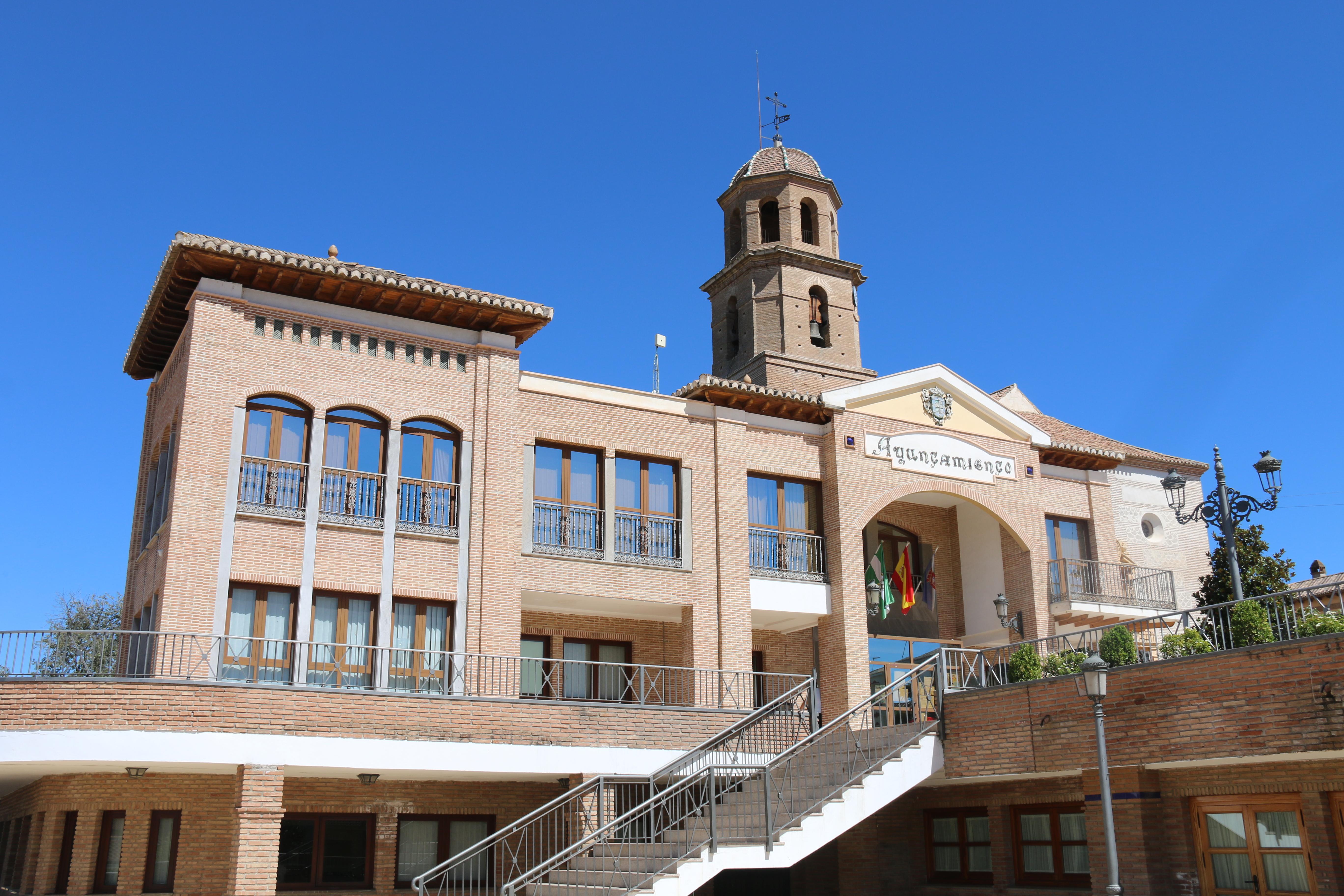 Alhendín solicita la Cruz retirada por el Ayuntamiento de Aguilar de la Frontera para incorporarla a su ornamentación paisajística