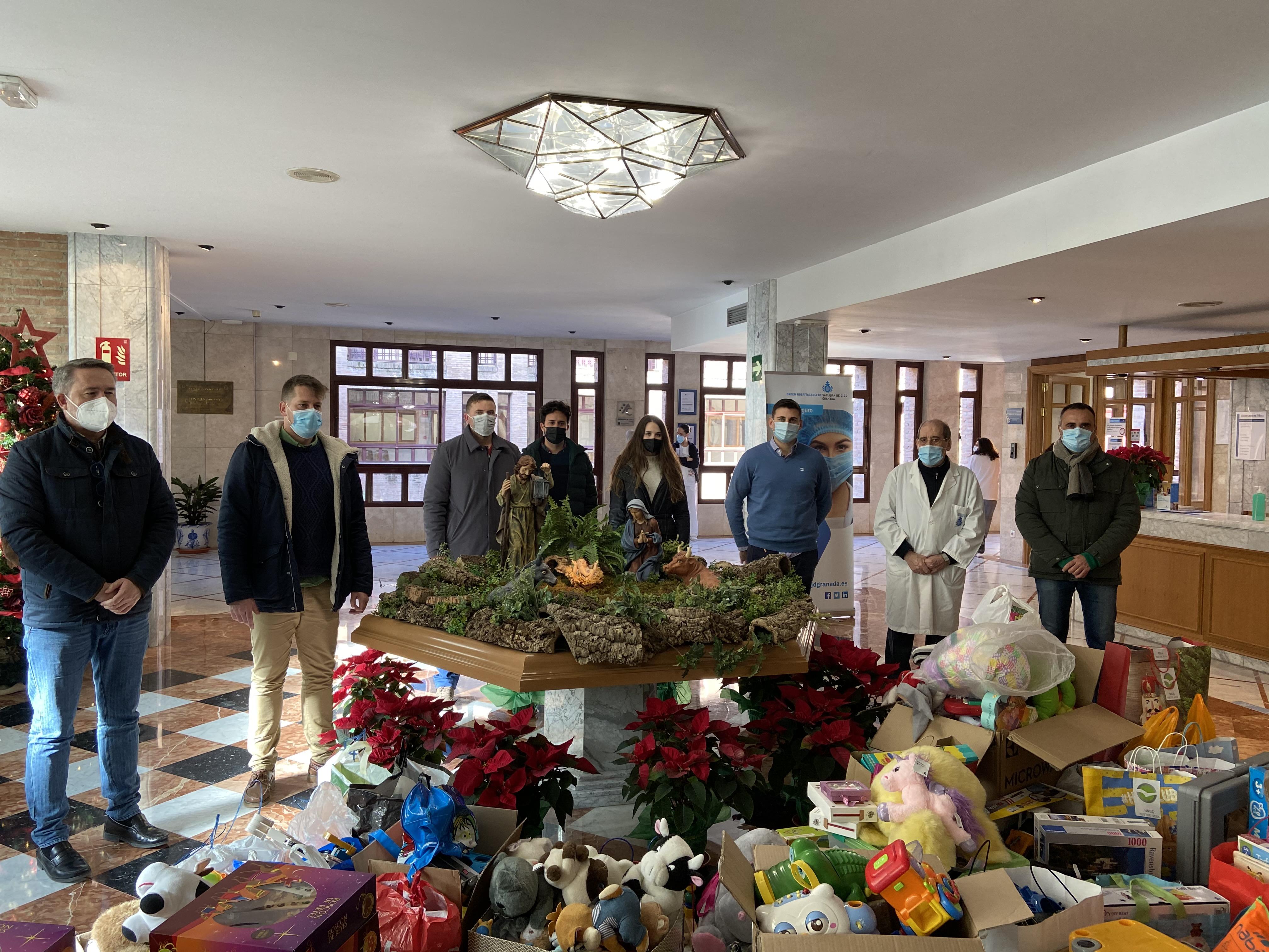Francisco Rodríguez (PP) destaca la labor fundamental de los Hermanos de San Juan de Dios y hace entrega de juguetes
