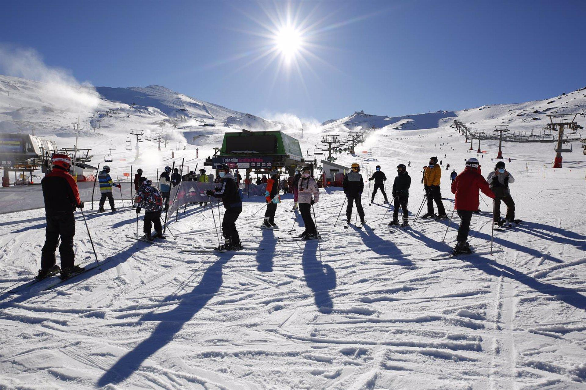 Sierra Nevada reduce a 20 kilómetros la superficie esquiable por las restricciones de acceso