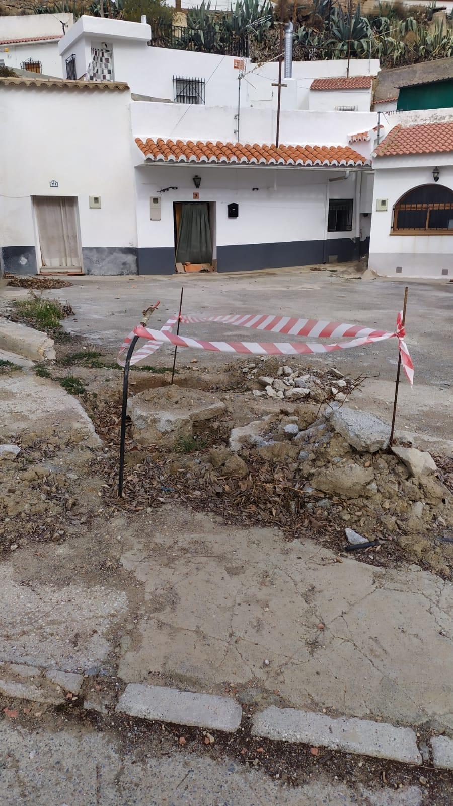 """Vecinos de Gorafe exigen la rehabilitación de una calle que """"les mantiene incomunicados"""""""