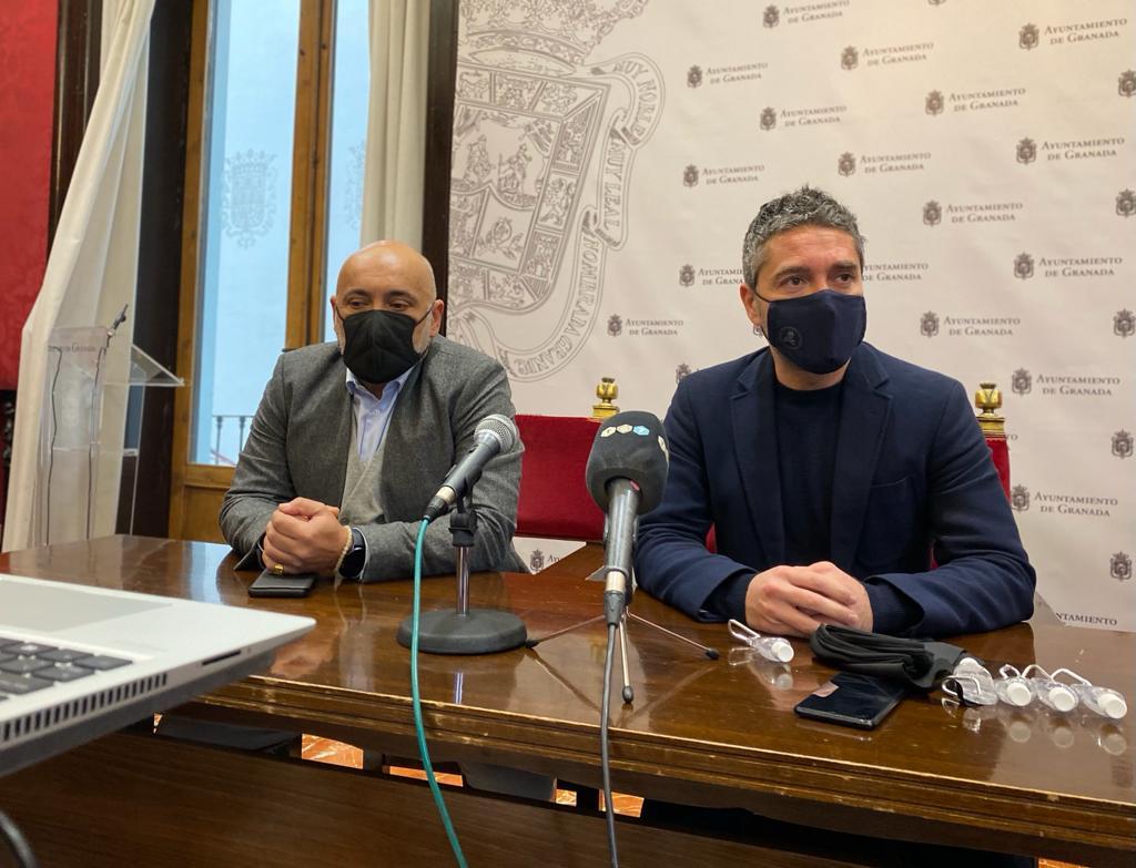 El Ayuntamiento reparte 2.000 mascarillas y geles hidroalcóholicos para impulsar «compras seguras»