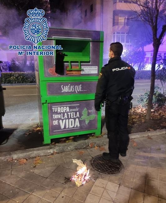 """Detienen """"in fraganti"""" a un pirómano tras incendiar tres contenedores en Camino de Ronda"""