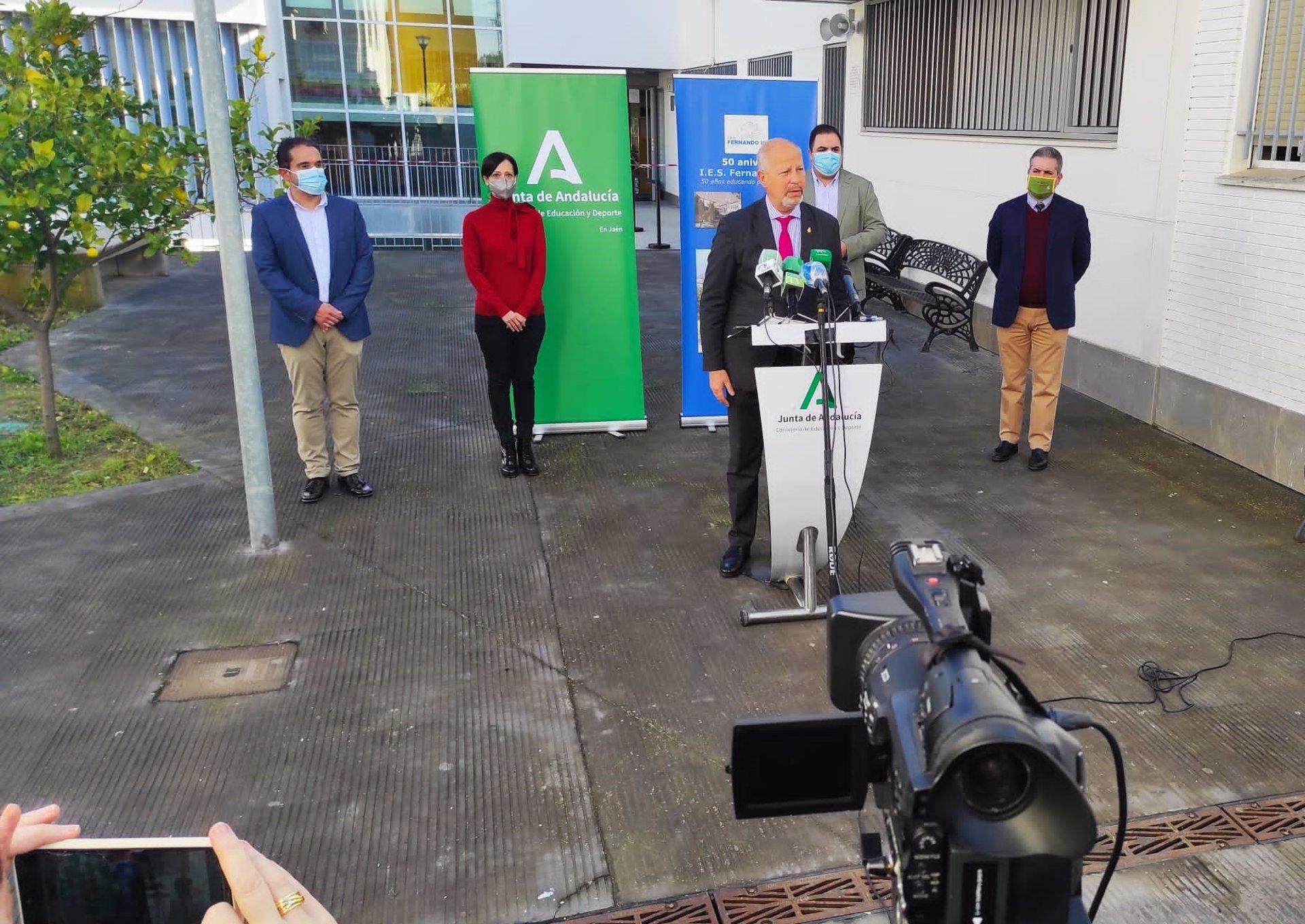 Imbroda reitera que los centros son «seguros» y pide prudencia y respeto hacia expertos sanitarios