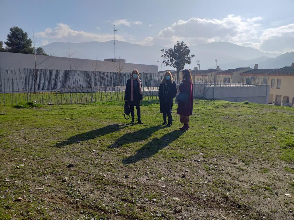 Delimitan el Centro Cívico de Lancha del Genil con un valla tras una larga reivindicación de los vecinos