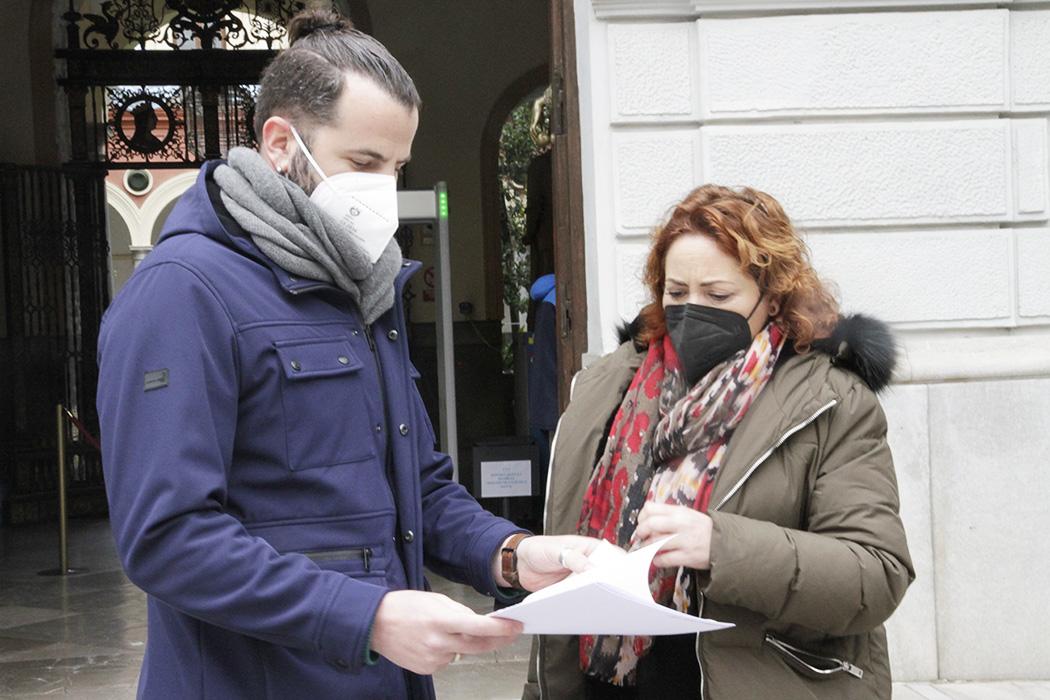 """IU afea a Imbroda que """"ignore"""" los graves problemas de la comunidad educativa con la delegación de Granada"""