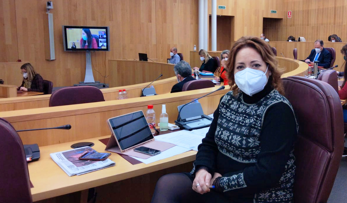 IU insta a la Junta a reforzar la campaña de vacunación del Personal de Ayuda a Domicilio