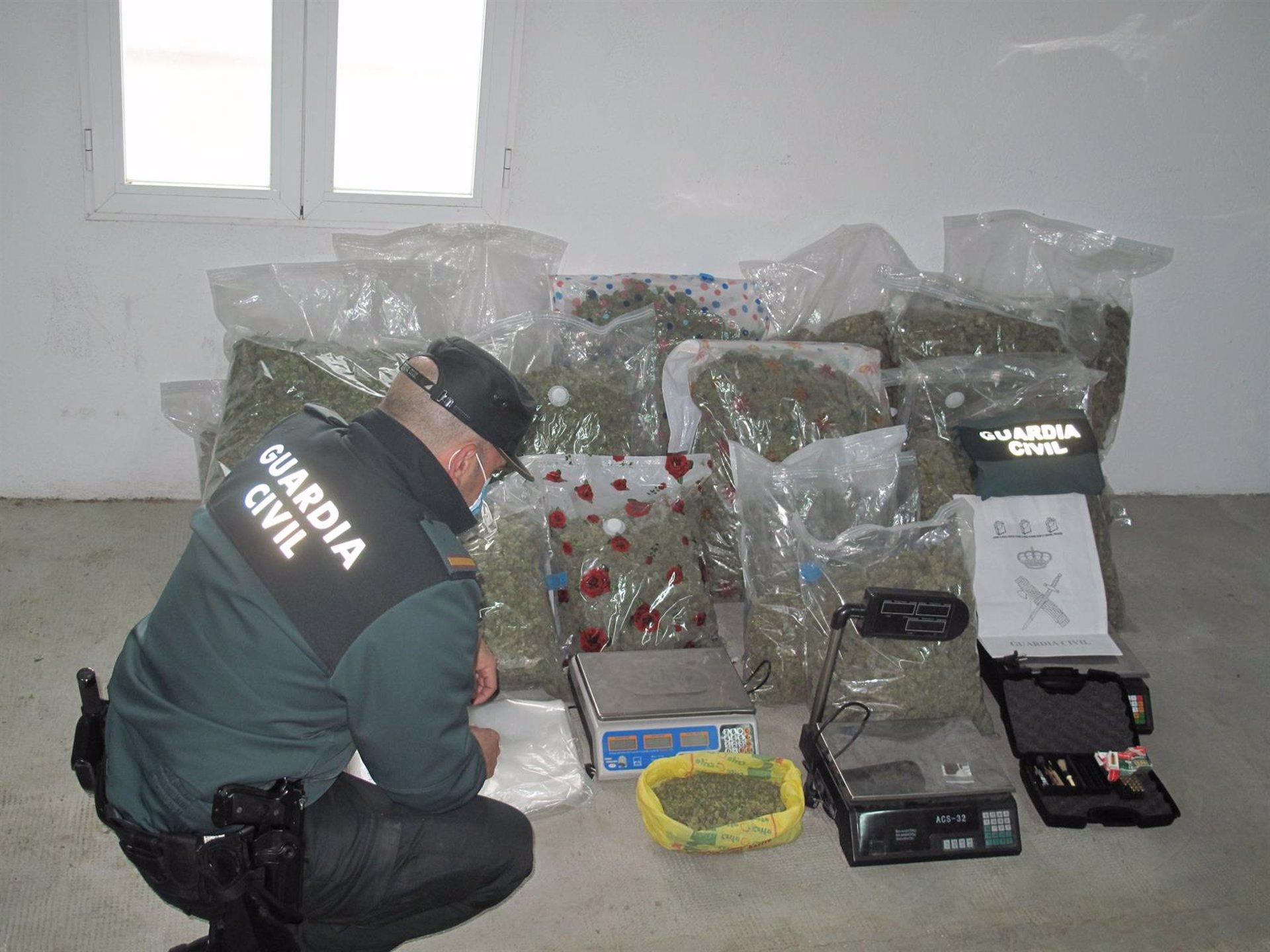 Desmantelan un punto de venta de droga al menudeo en Las Gabias