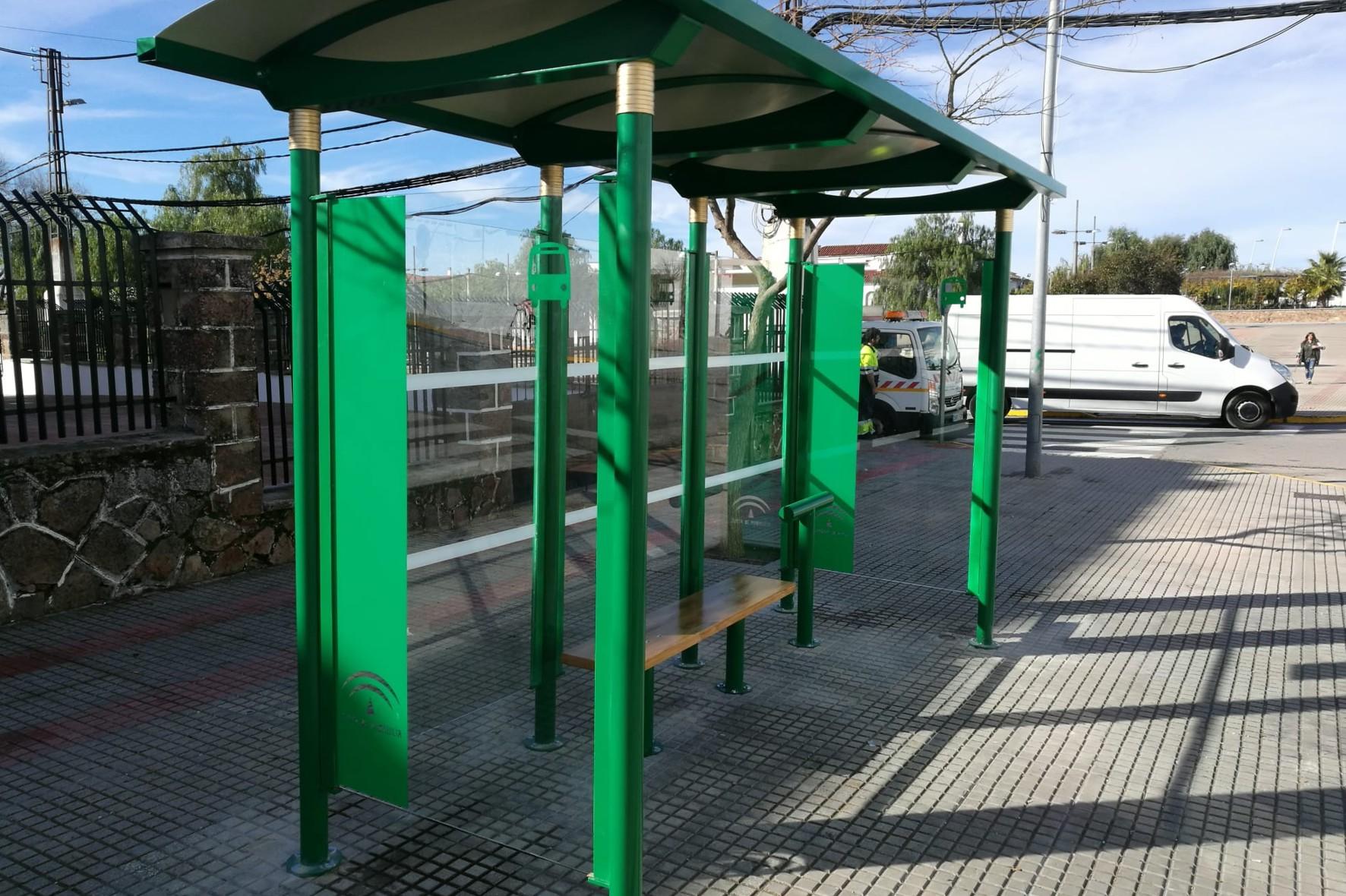 La Junta anuncia la colocación de 8 marquesinas de autobús en diferentes municipios de la provincia