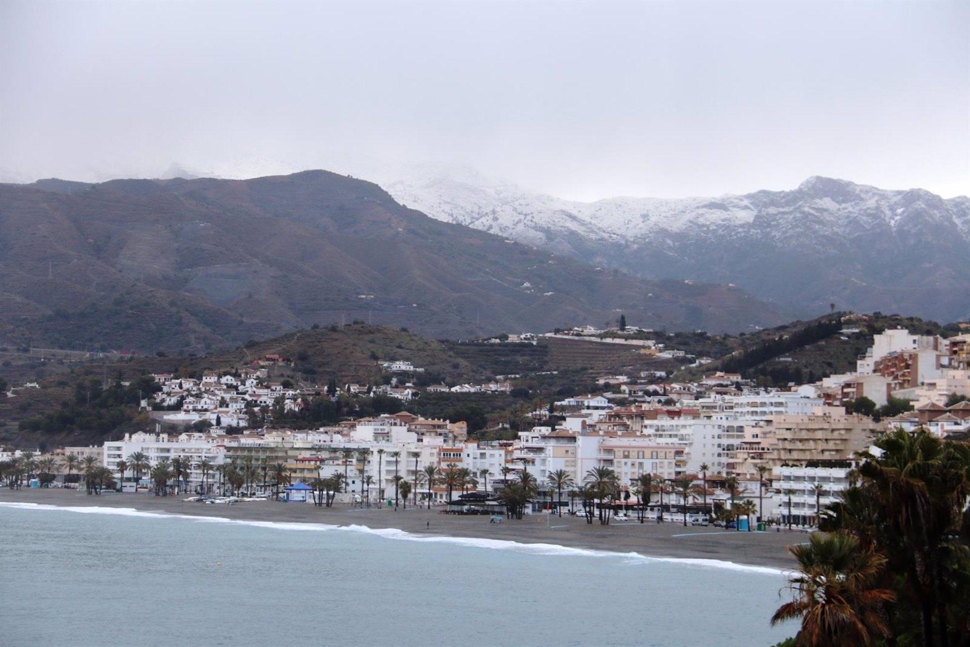 La nieve se asoma a las cumbres de Almuñécar