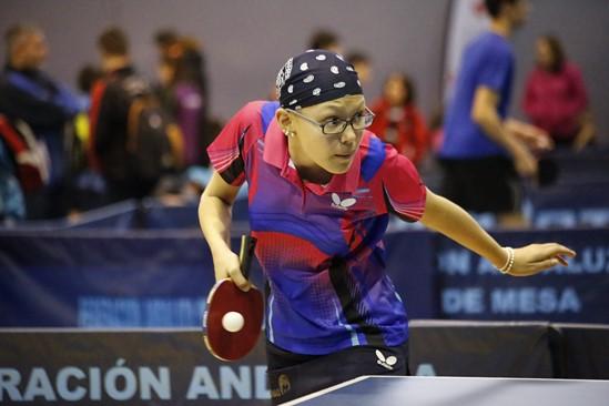 El pabellón deportivo de Vegas del Genil llevará el nombre de Ángela Ortiz, jugadora del Club de Tenis de Mesa fallecida recientemente