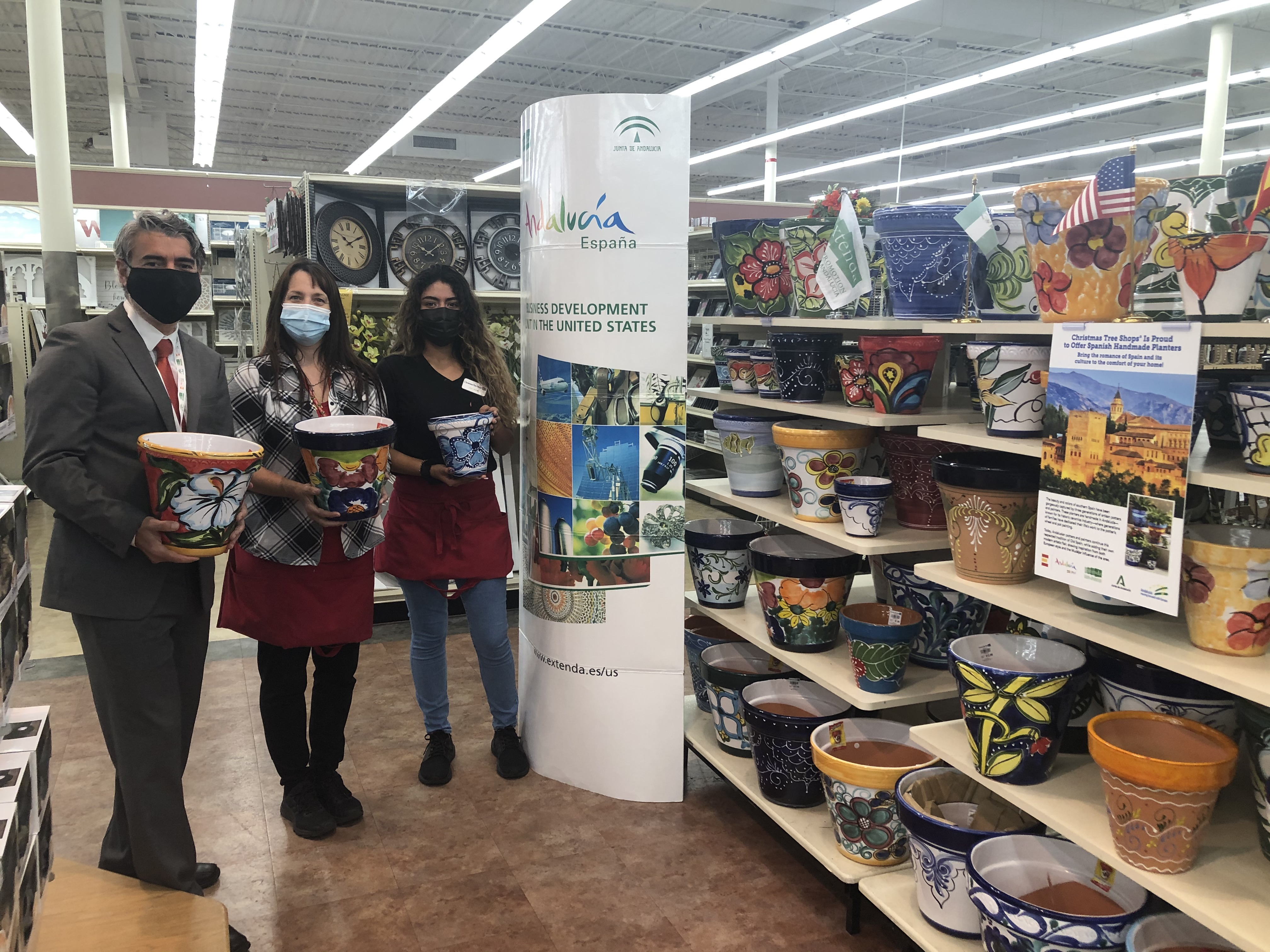 Extenda potencia la cerámica decorativa andaluza en Estados Unidos, con una campaña de marketing en una cadena de tiendas de hogar y jardín