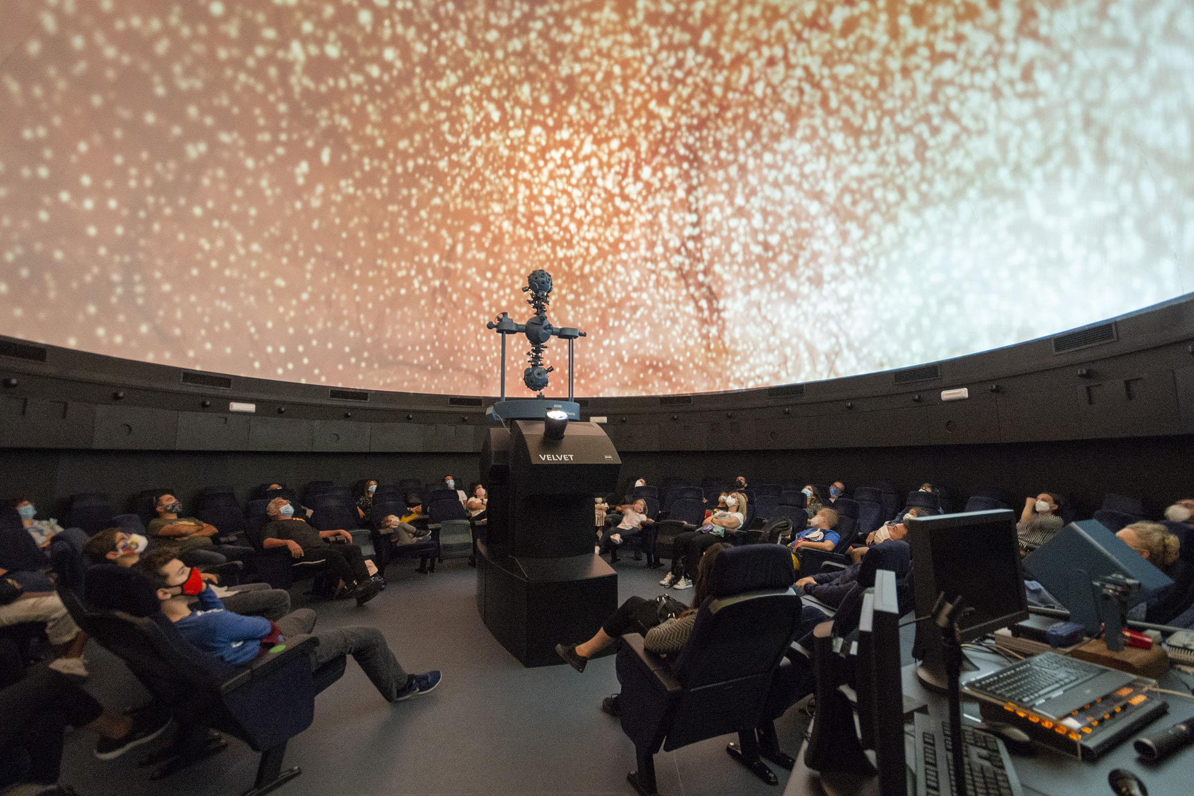 La producción del Parque de las Ciencias 'Viajando con la Luz' se proyecta en Rusia y Corea