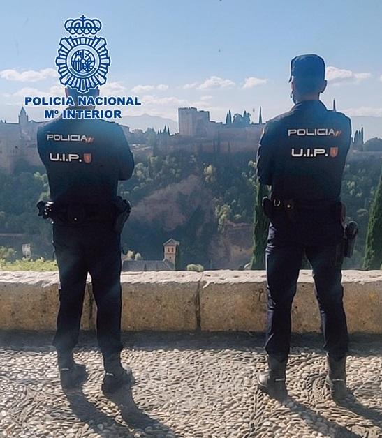 Detenidos dos hombres tras cometer, separadamente, dos atracos intimidando y agrediendo a sus víctimas