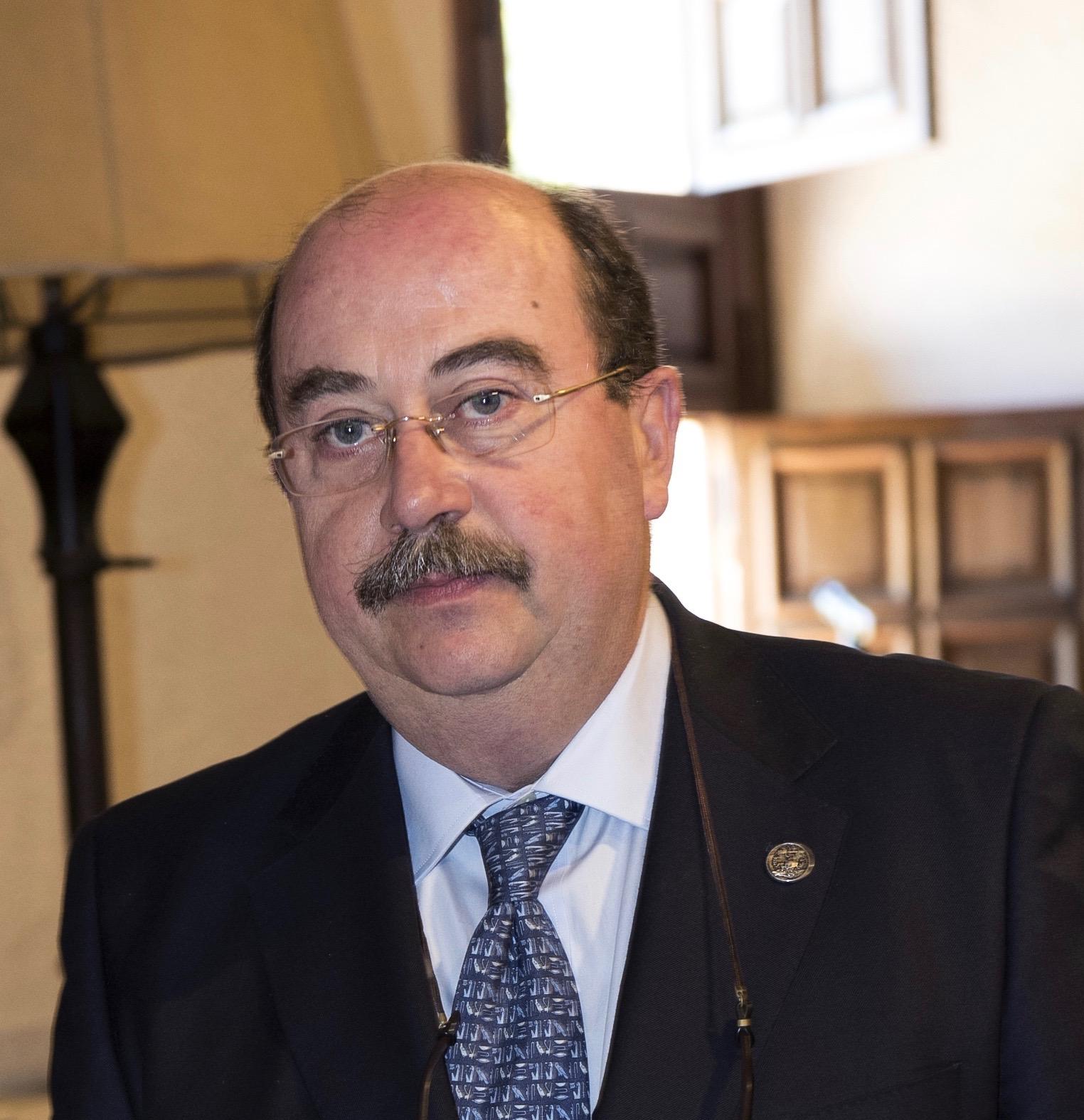 Ramón del Castillo Salmerón renueva mandato como decano de la Facultad de Odontología de la UGR
