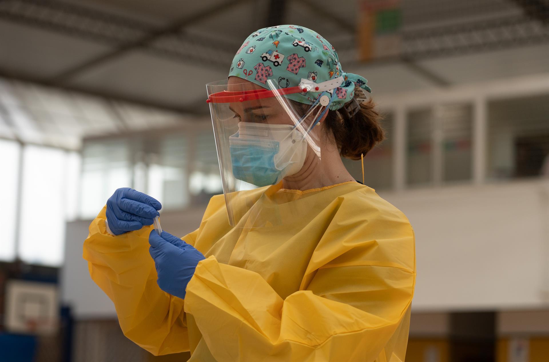 Granada roza los 700 contagios nuevamente y suma ocho fallecidos