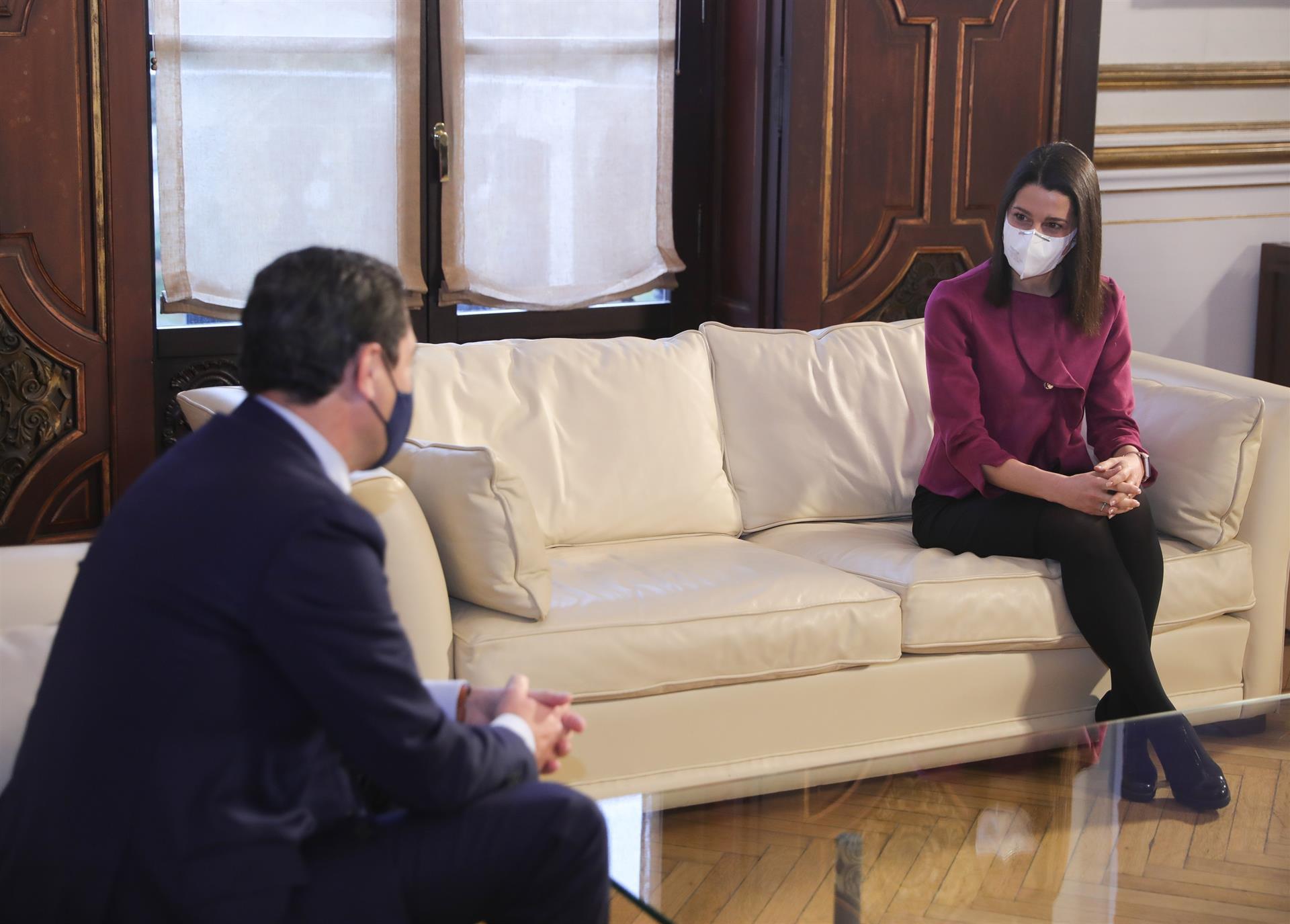 Arrimadas elude apoyar a Marín como candidato tras una reunión con Juanma Moreno