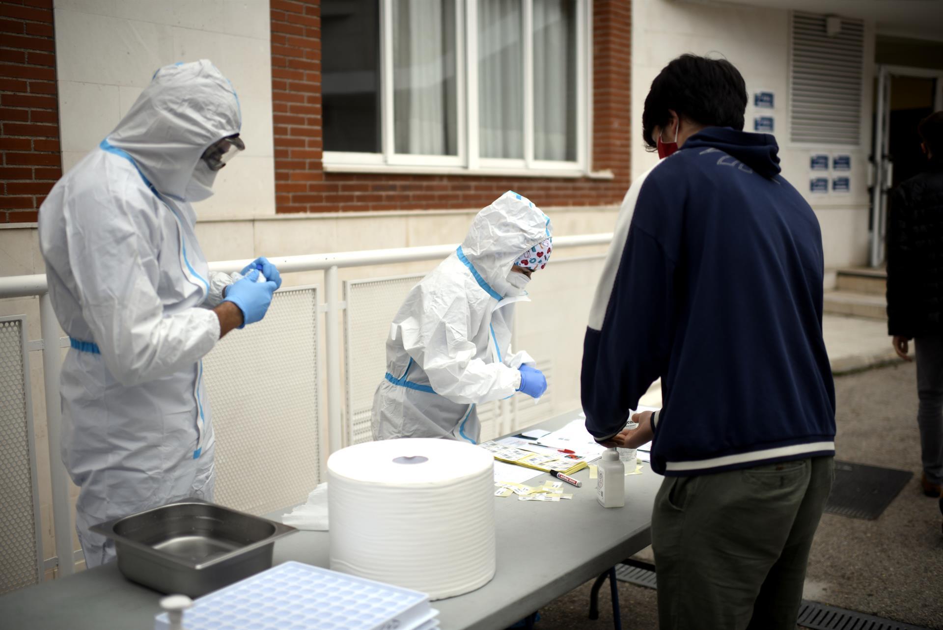 Andalucía roza los 8.000 contagios por tercer día consecutivo y suma 22 muertes